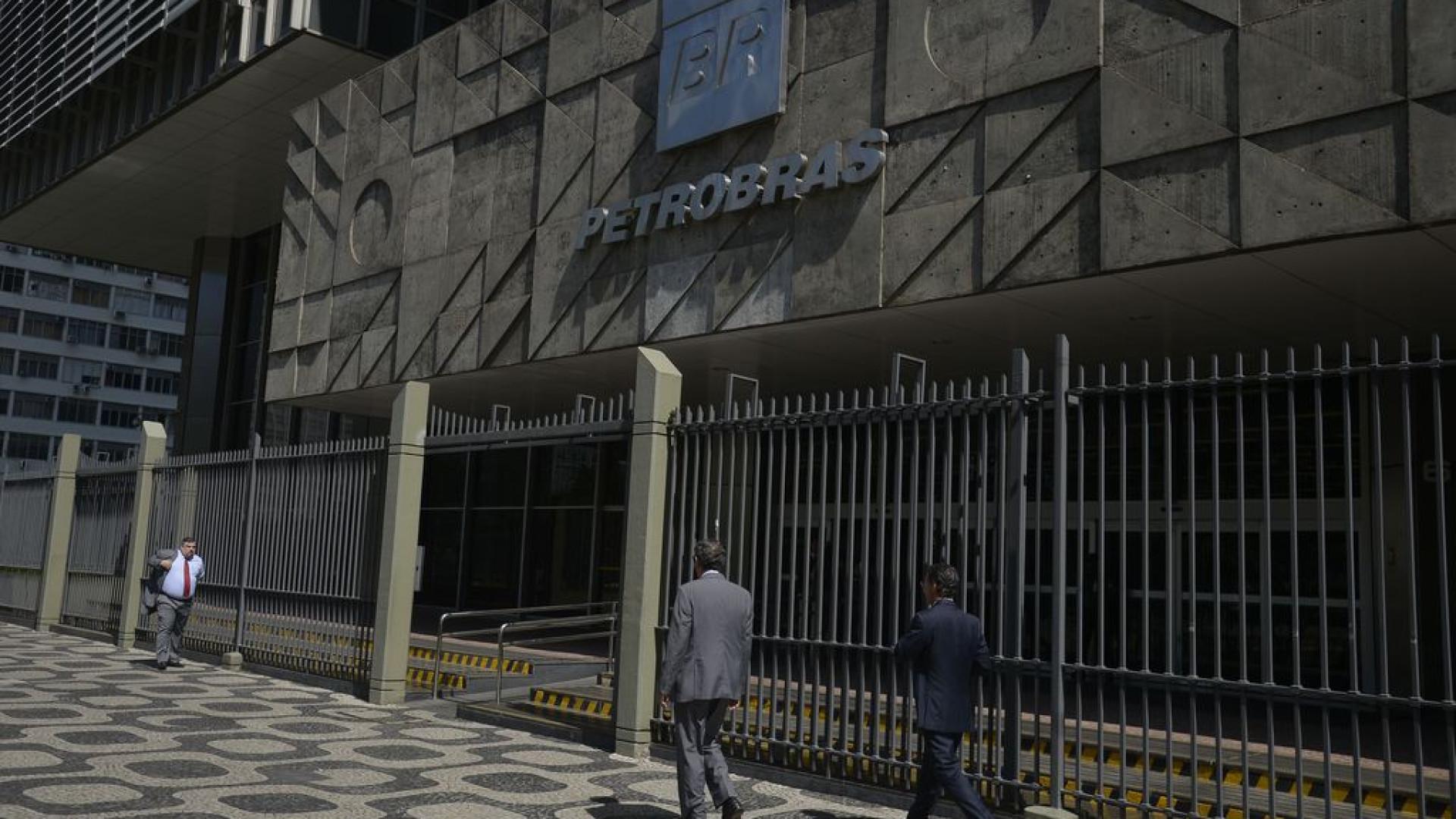 Petrobras mantém preço médio da gasolina e reduz o do diesel
