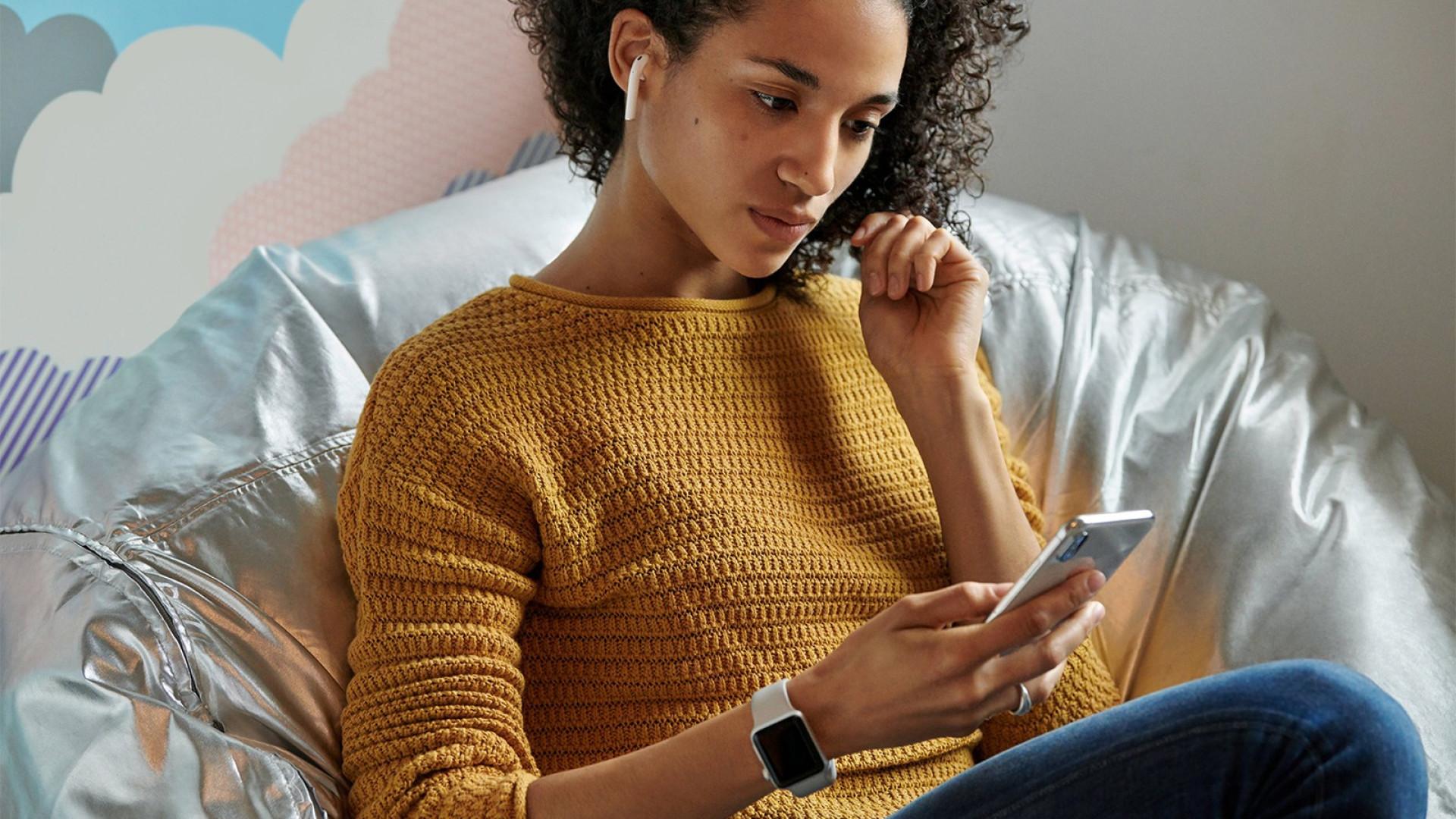 Uso de phones pode levar a infeções de ouvido, alerta especialista