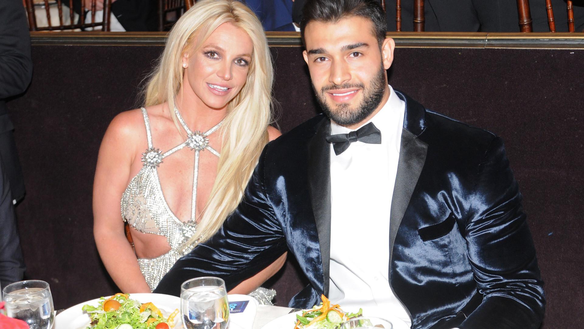 Por medo de golpe, pai de Britney Spears veta casamento da filha