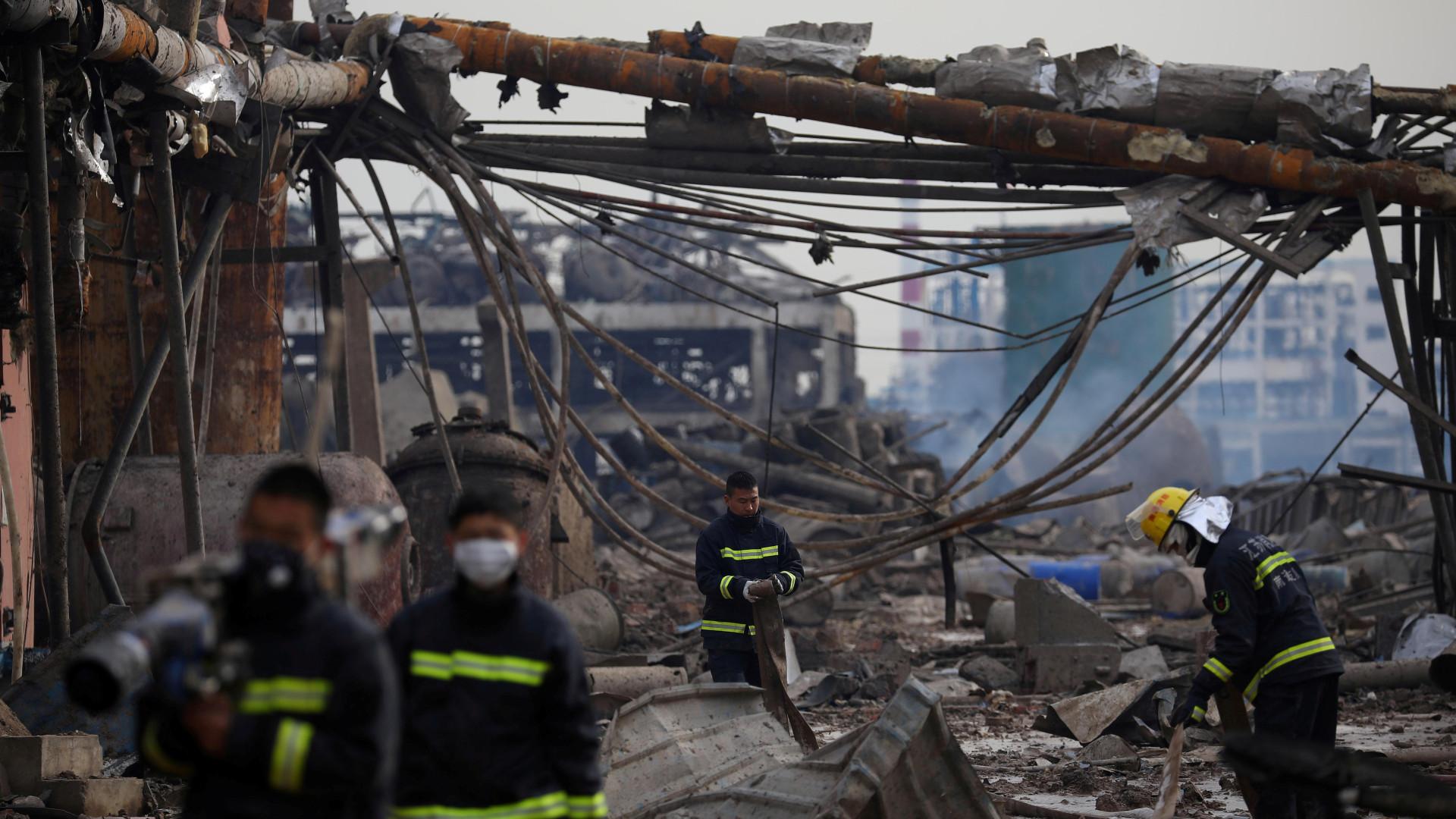 Número de mortos em explosão em fábrica na China sobe para 62