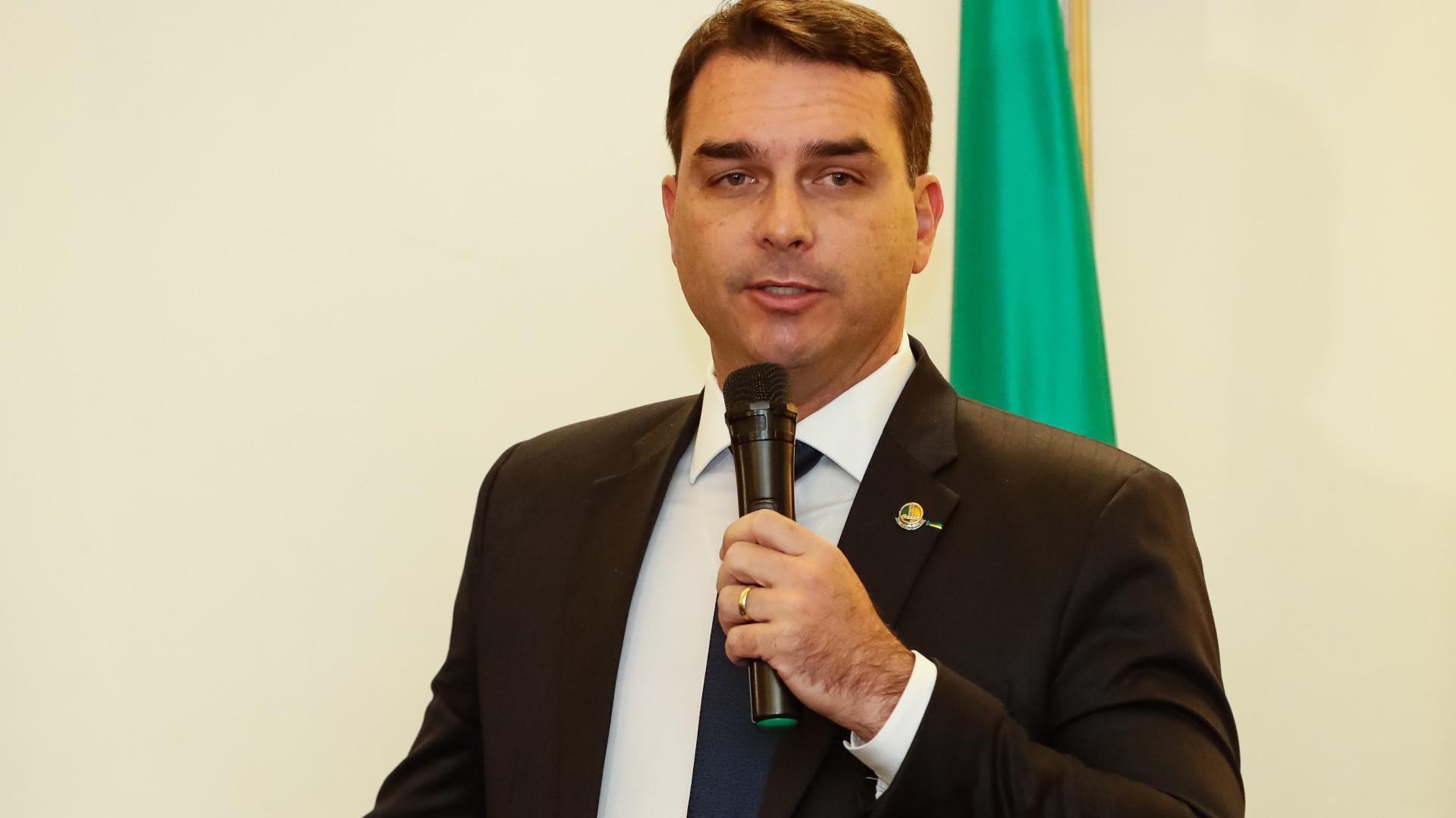 Flávio Bolsonaro diz ao SBT que pretende recorrer de quebra de sigilo