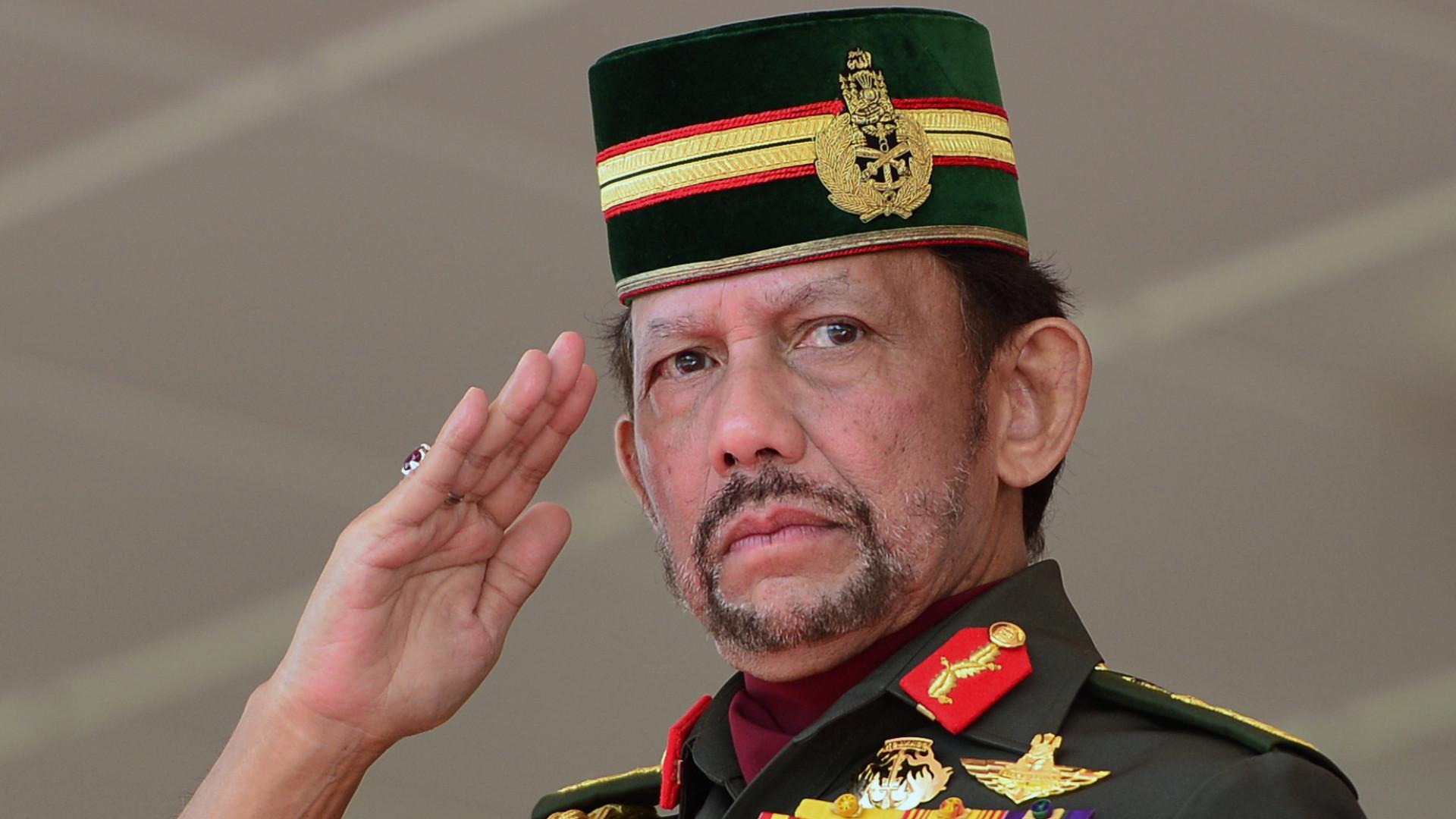 Brunei suspende pena de morte para homossexuais e adúlteros