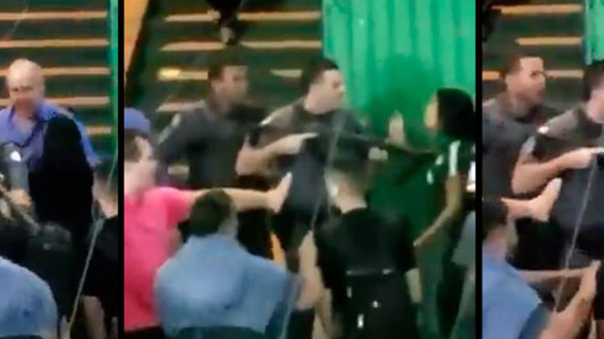 Doria afasta PM que empurrou aluna com arma durante protesto em escola