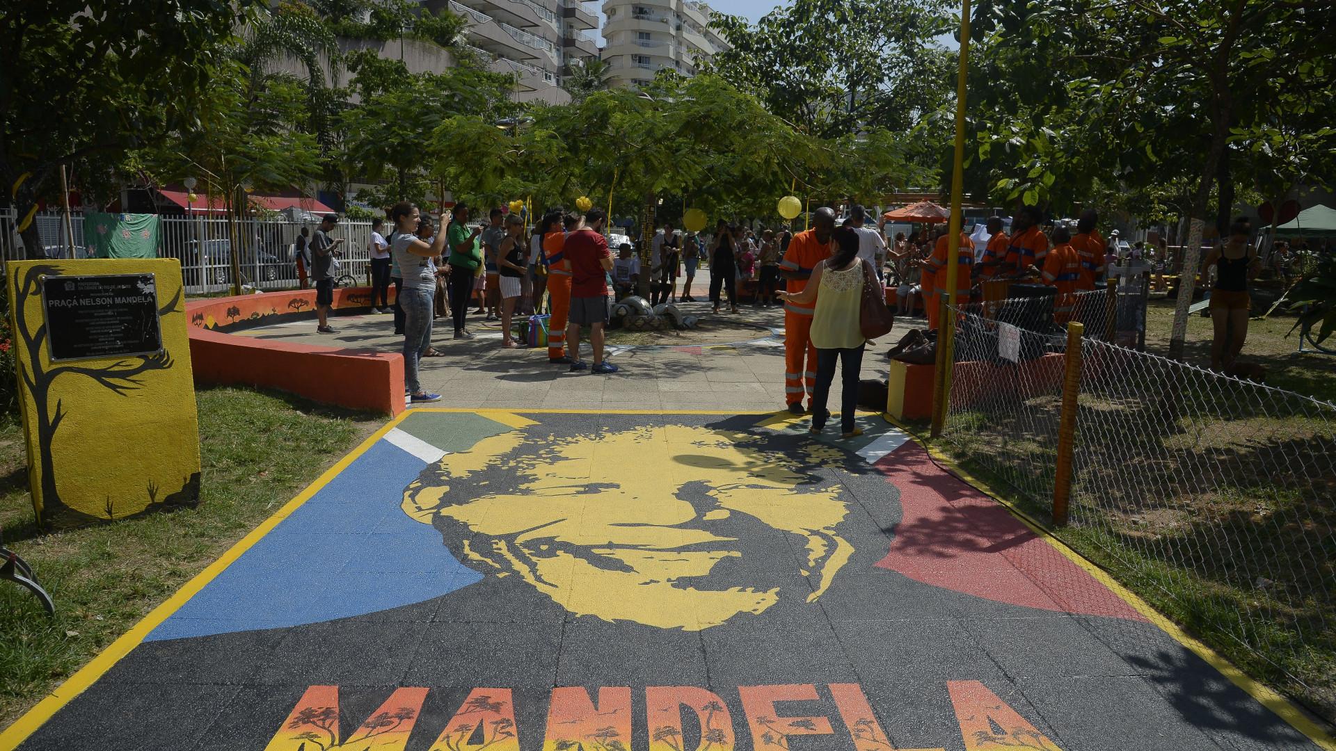 Moradores pedem liberação de rua fechada há quase 40 anos no Rio
