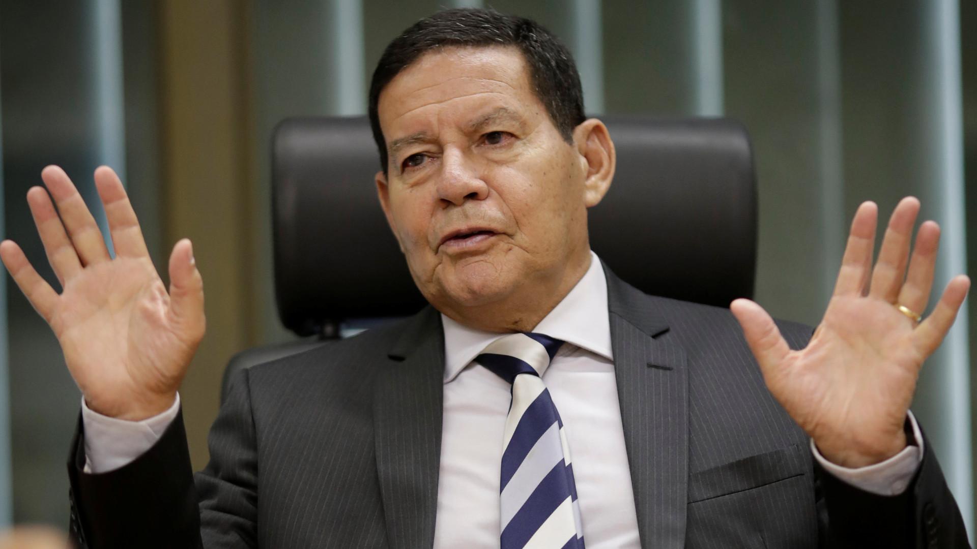 Mourão sanciona distribuição de recursos da cessão onerosa
