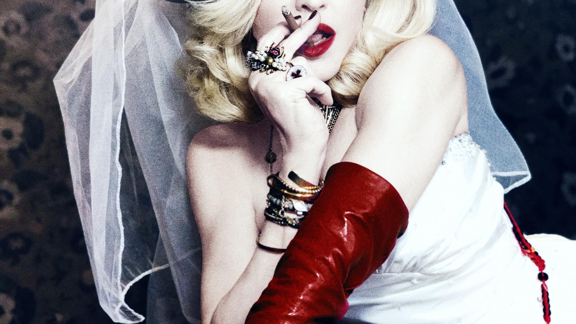 Madonna lança novo álbum e inclui canção com Anitta