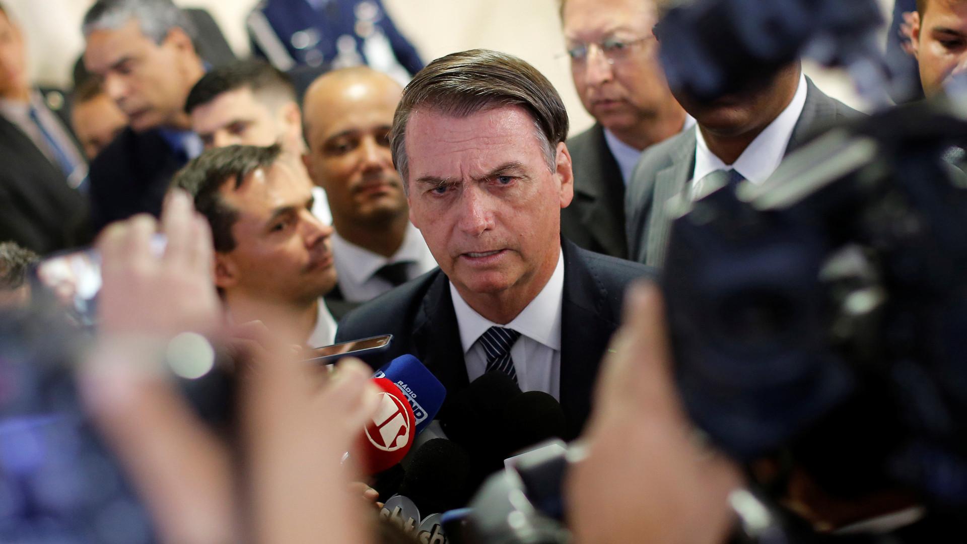 "Globo debocha de 'fugidas' de Bolsonaro: ""Já pode pedir música?"""
