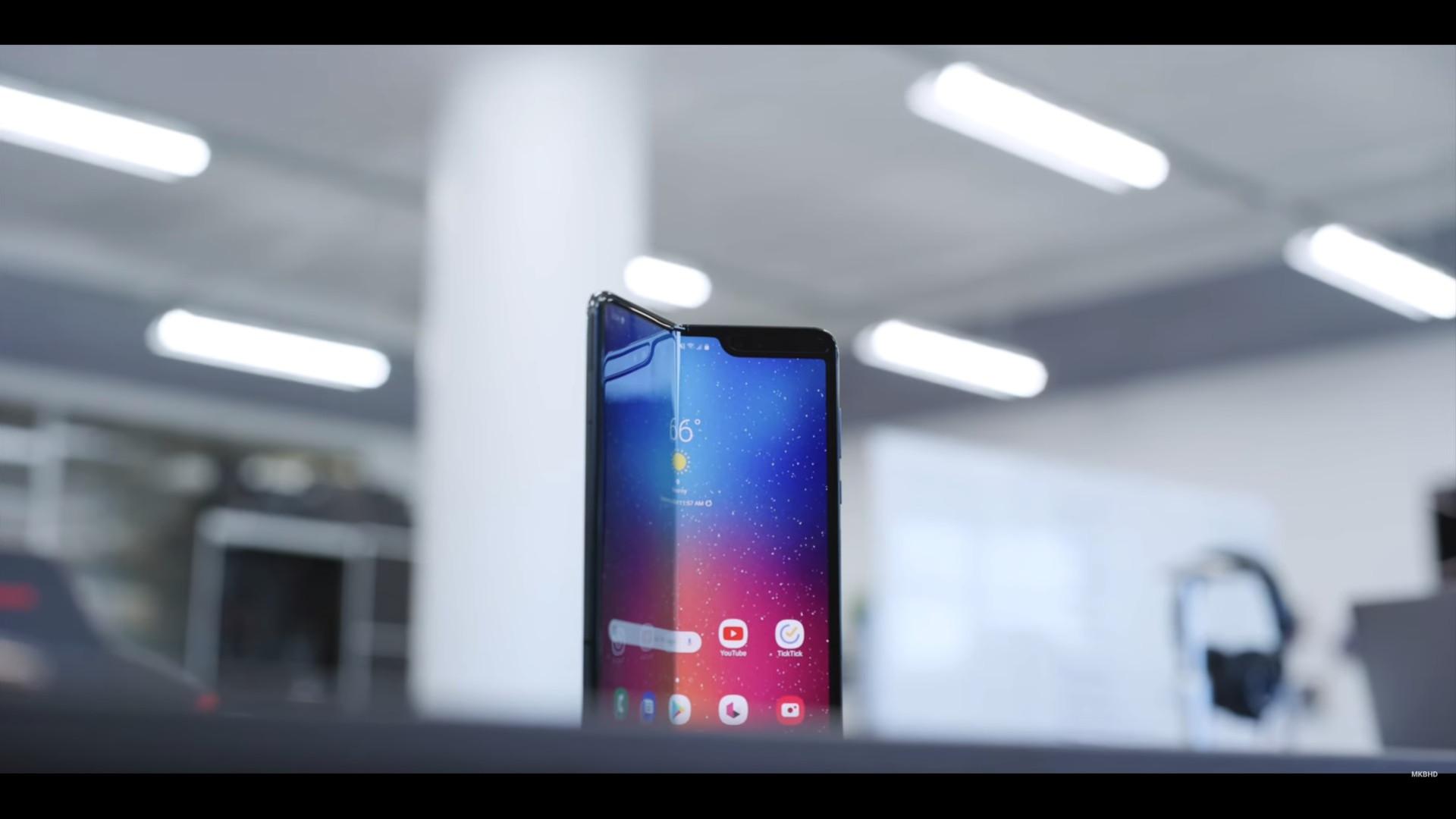 É oficial! Smartphone dobrável da Samsung chega esta semana
