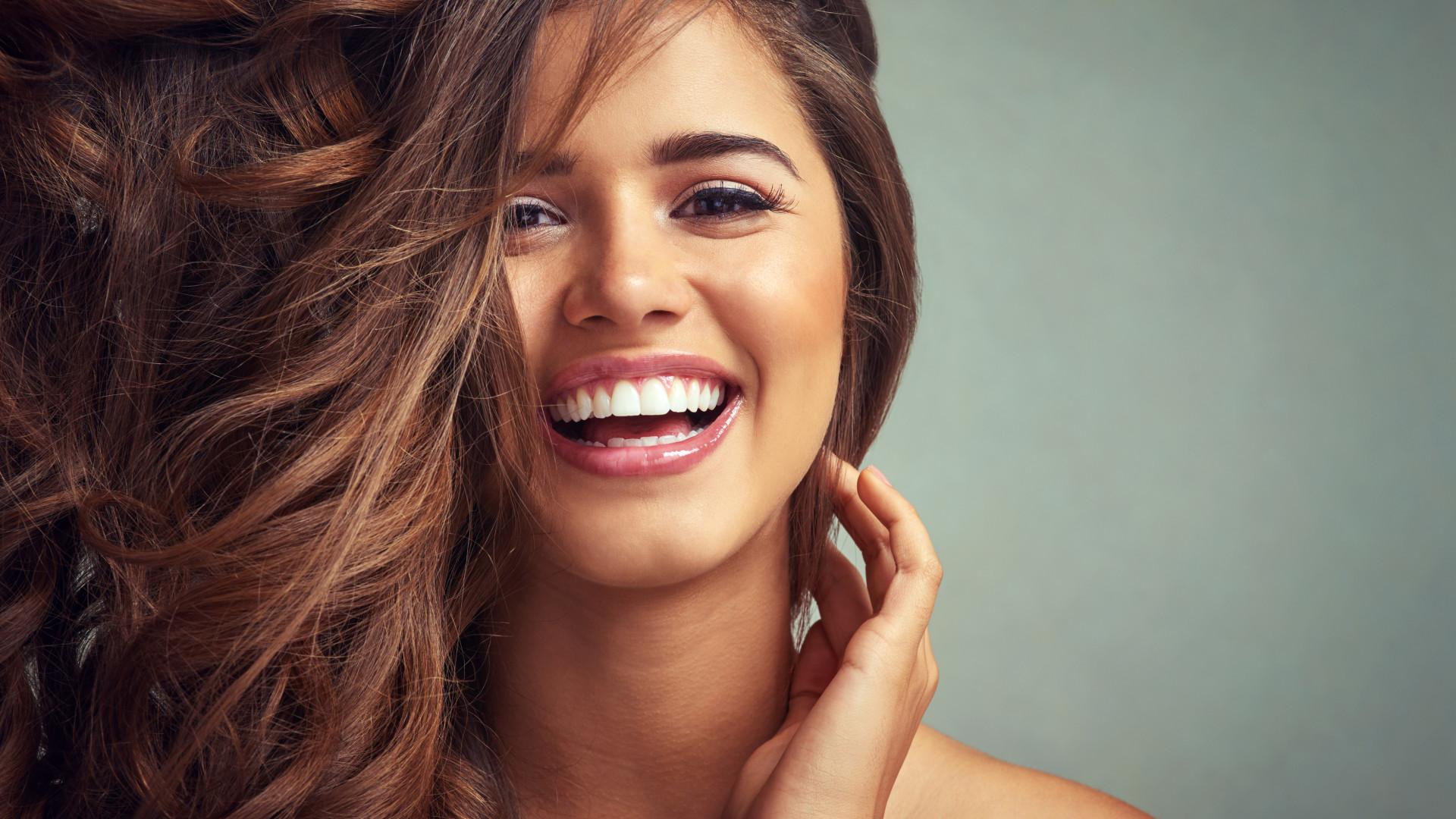 O óleo de coco ajuda realmente o cabelo a crescer?