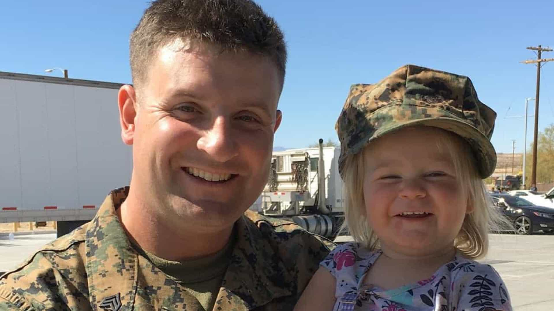 Emocionante: menina reencontra pai após 10 meses de serviço militar