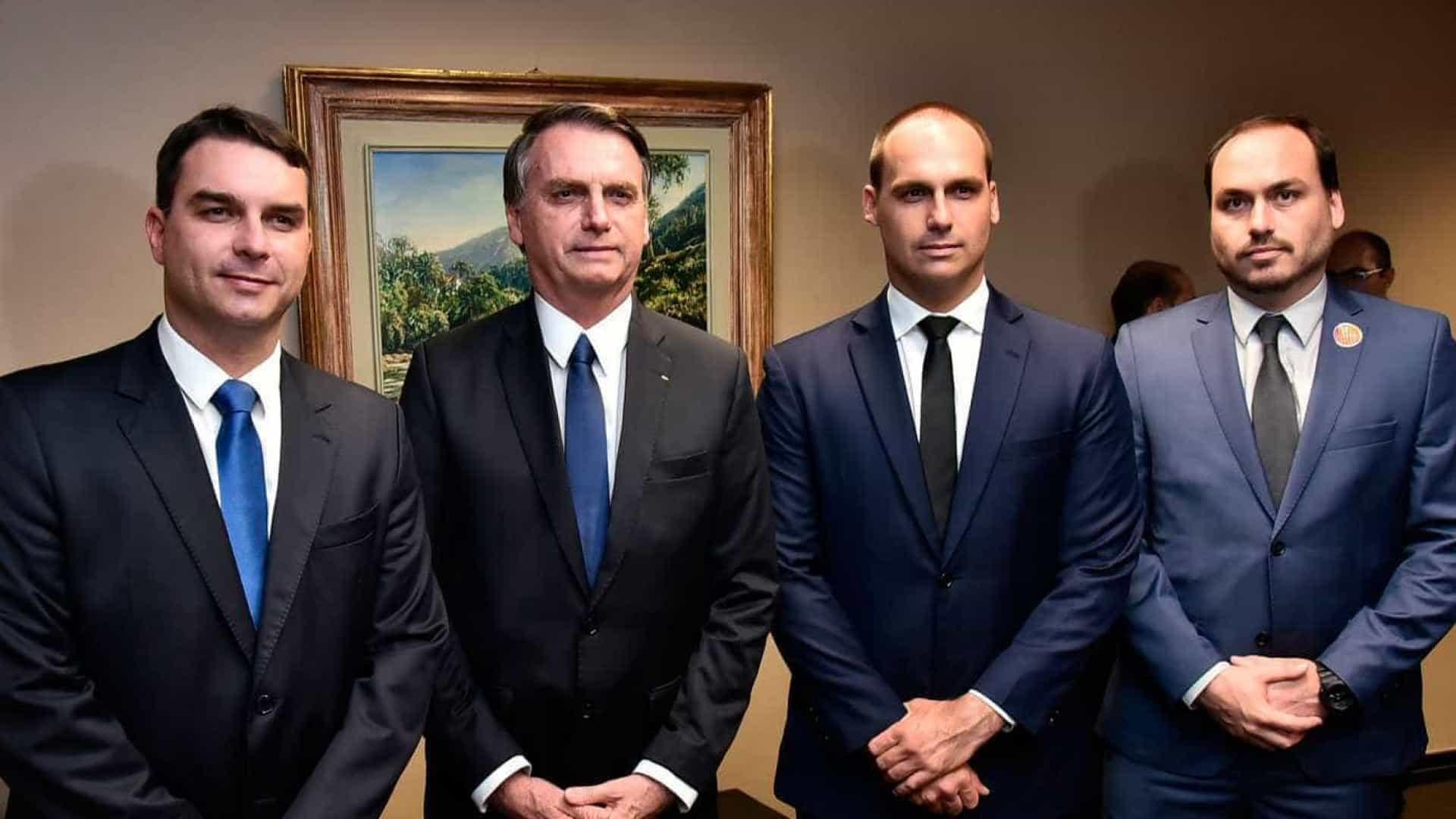 Filhos de Bolsonaro causam polêmica no Twitter