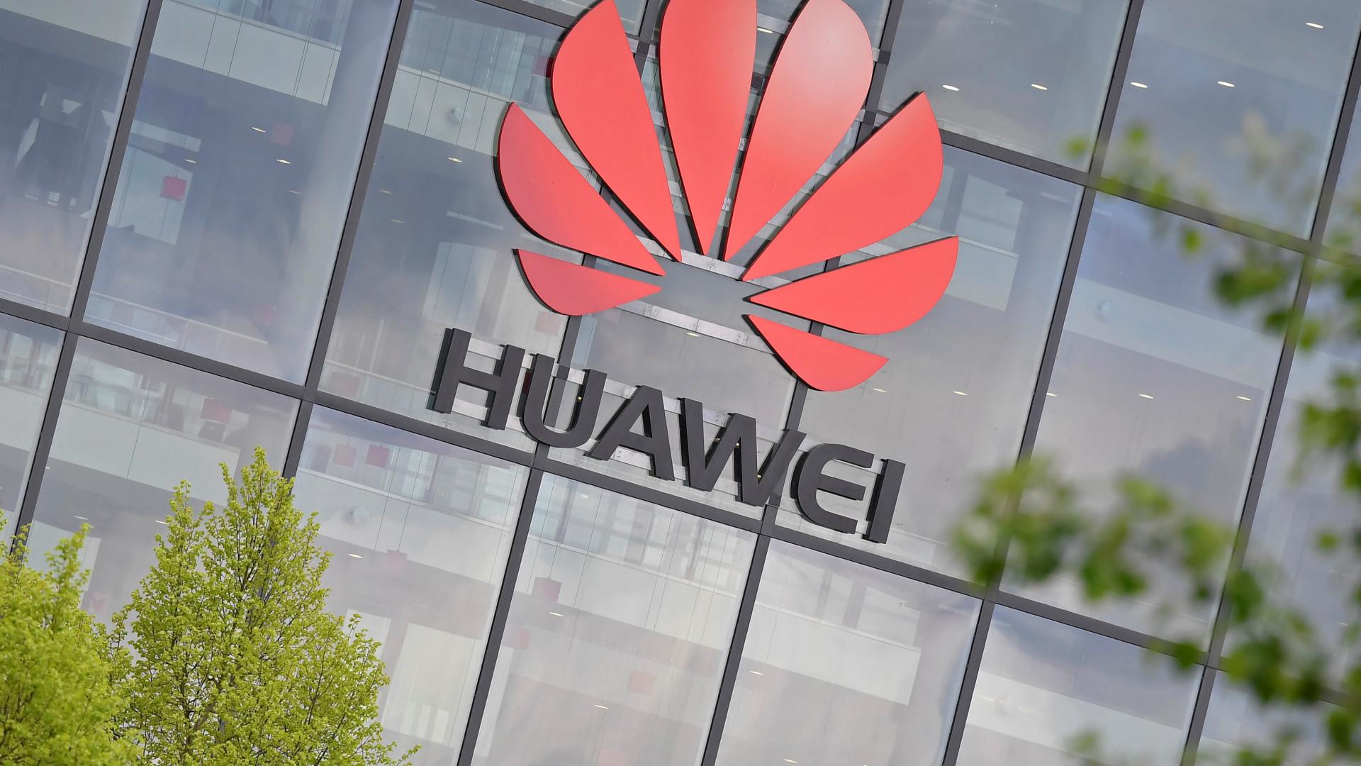 Preparada para o pior, Huawei promete reembolsos a clientes