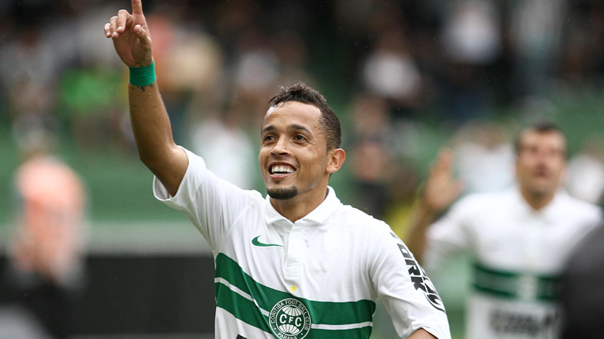 Cruzeiro libera e atacante Rafinha acerta volta ao Coritiba