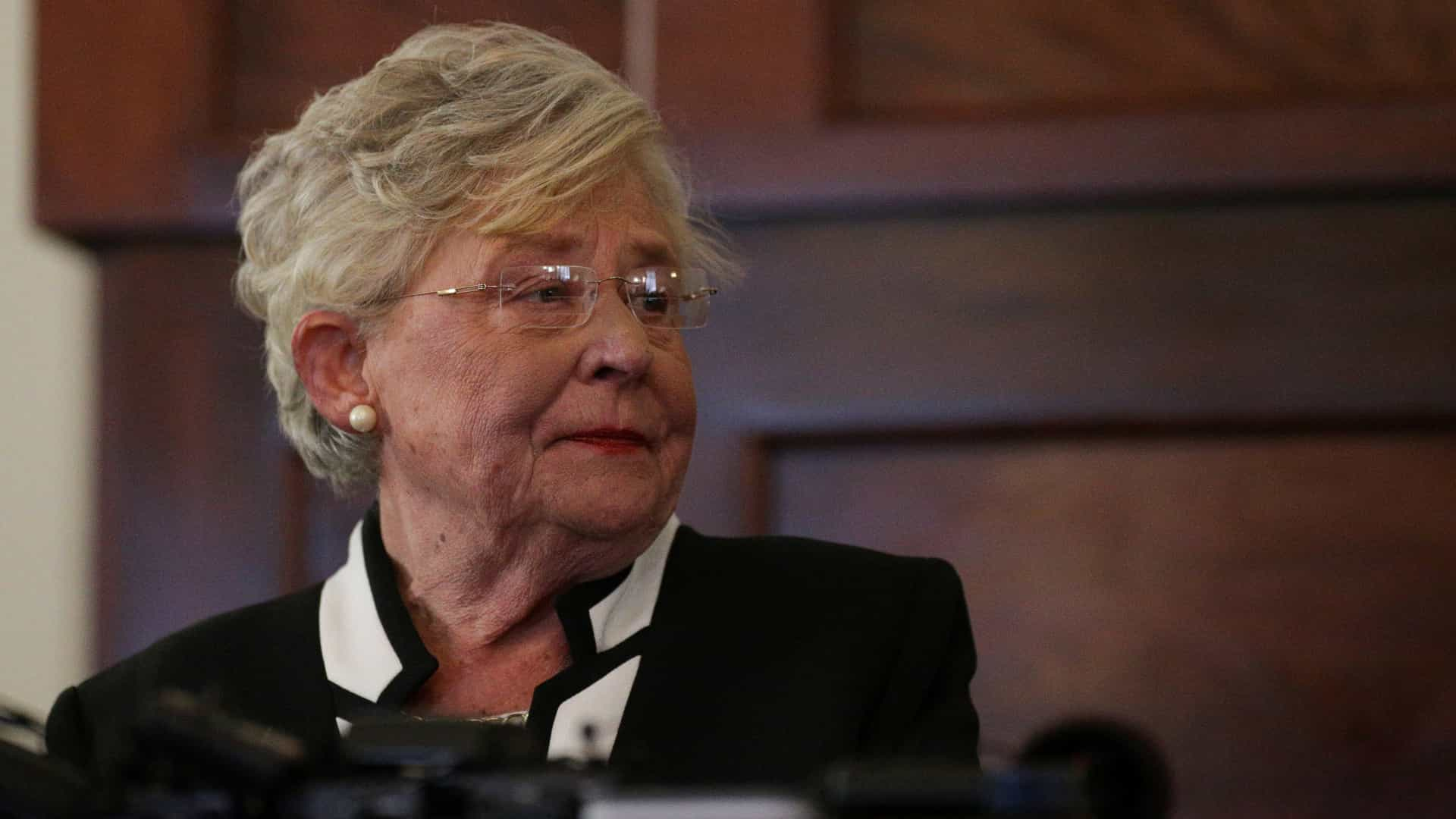 Governadora do Alabama sanciona lei antiaborto mais rígida dos EUA