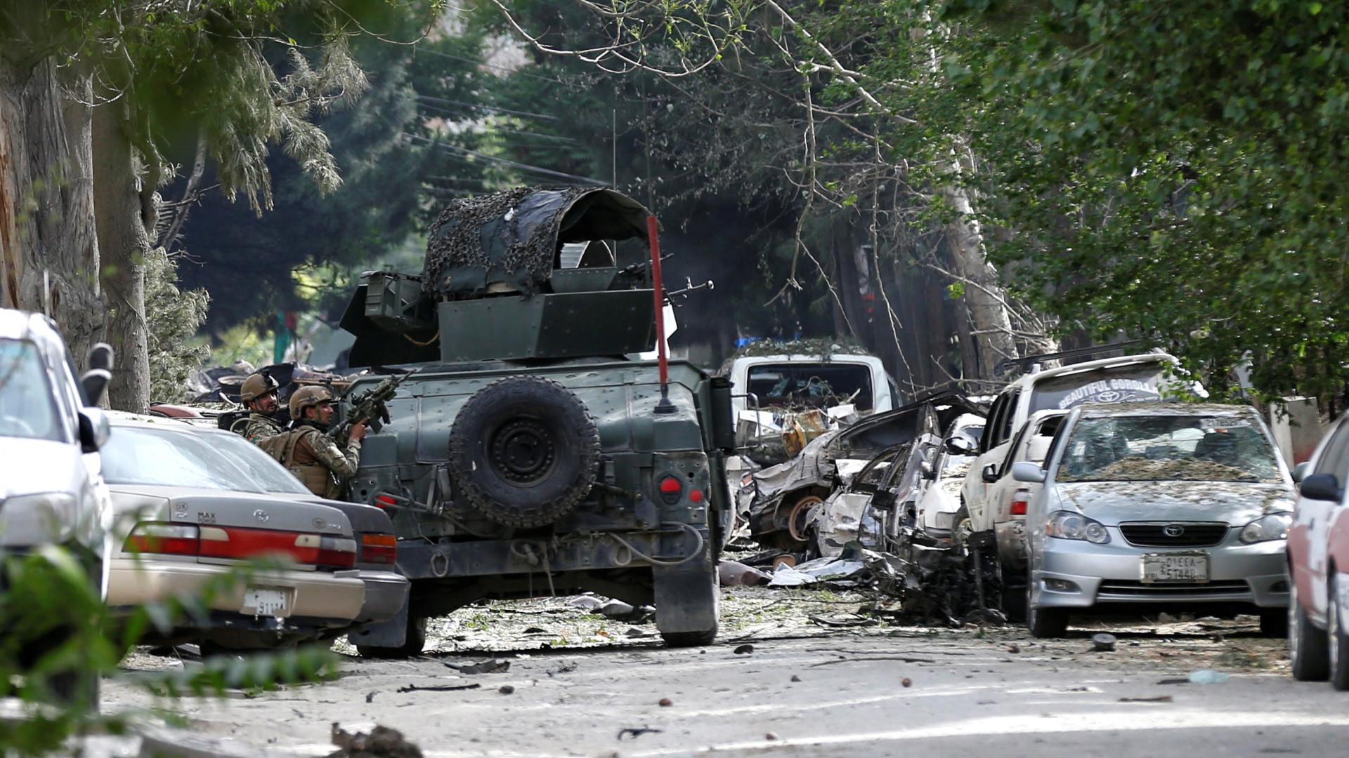 Afeganistão: Pelo menos 9 civis morrem em bombardeamento dos EUA