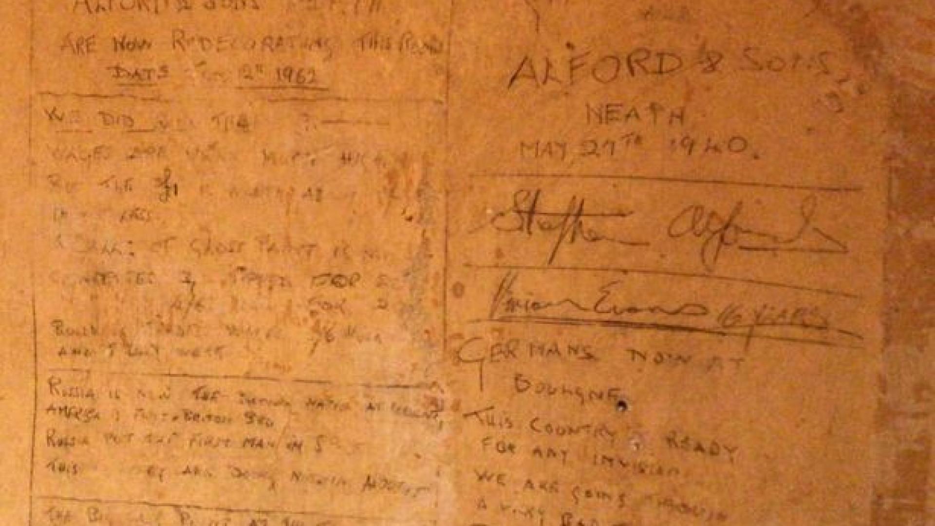 Casal decide reformar casa e descobre escrituras cravadas nas paredes