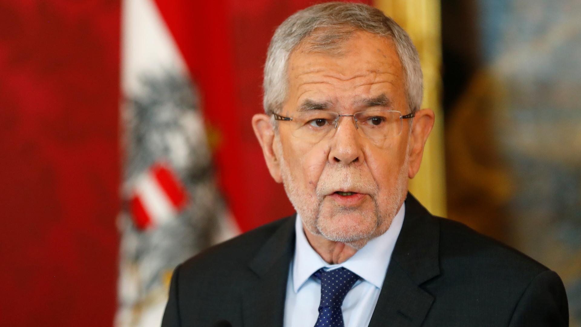 Após escândalo, presidente austríaco pede eleições já para setembro
