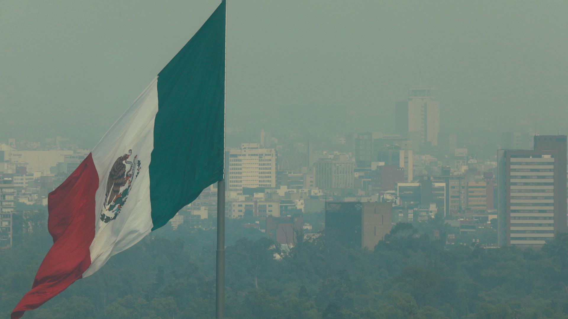 Quatro mortos em explosão num armazém de pirotecnia no México