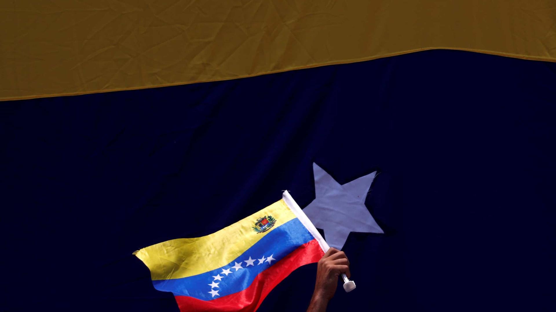 Libertados 71 presos políticos num mês na Venezuela