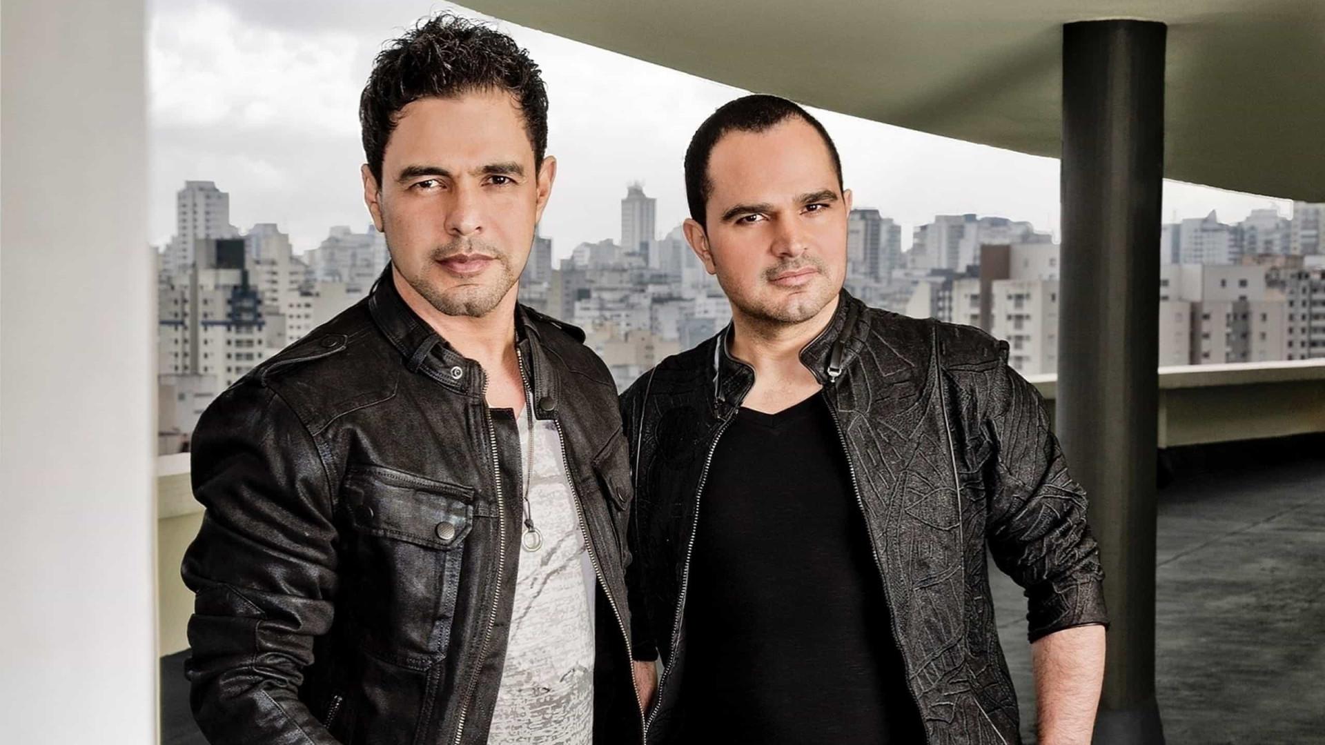 Zezé e Luciano cancelam show após problema com voo