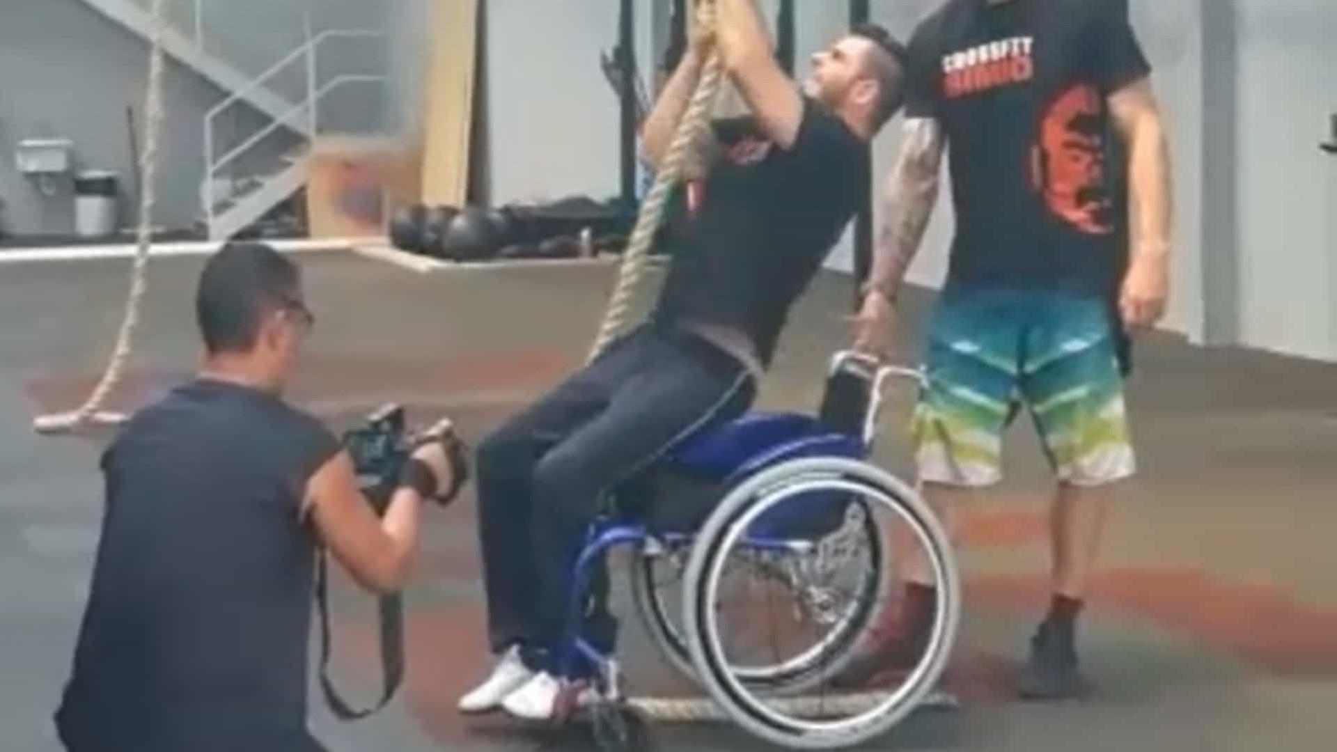 Brasileiro paraplégico impressiona no crossfit