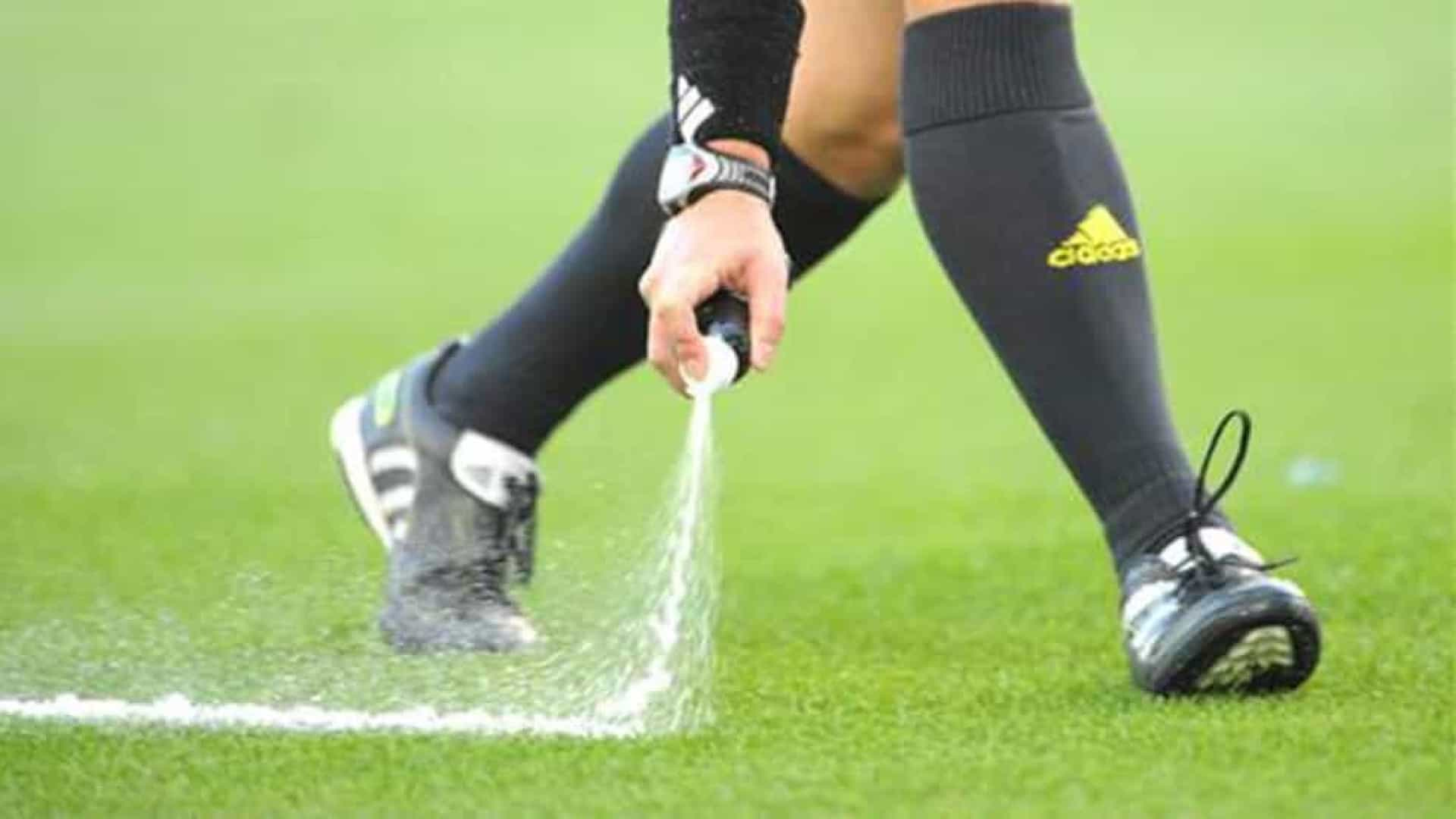 Wenger diz que Fifa poderá estrear 'impedimento automático' na Copa de 2022