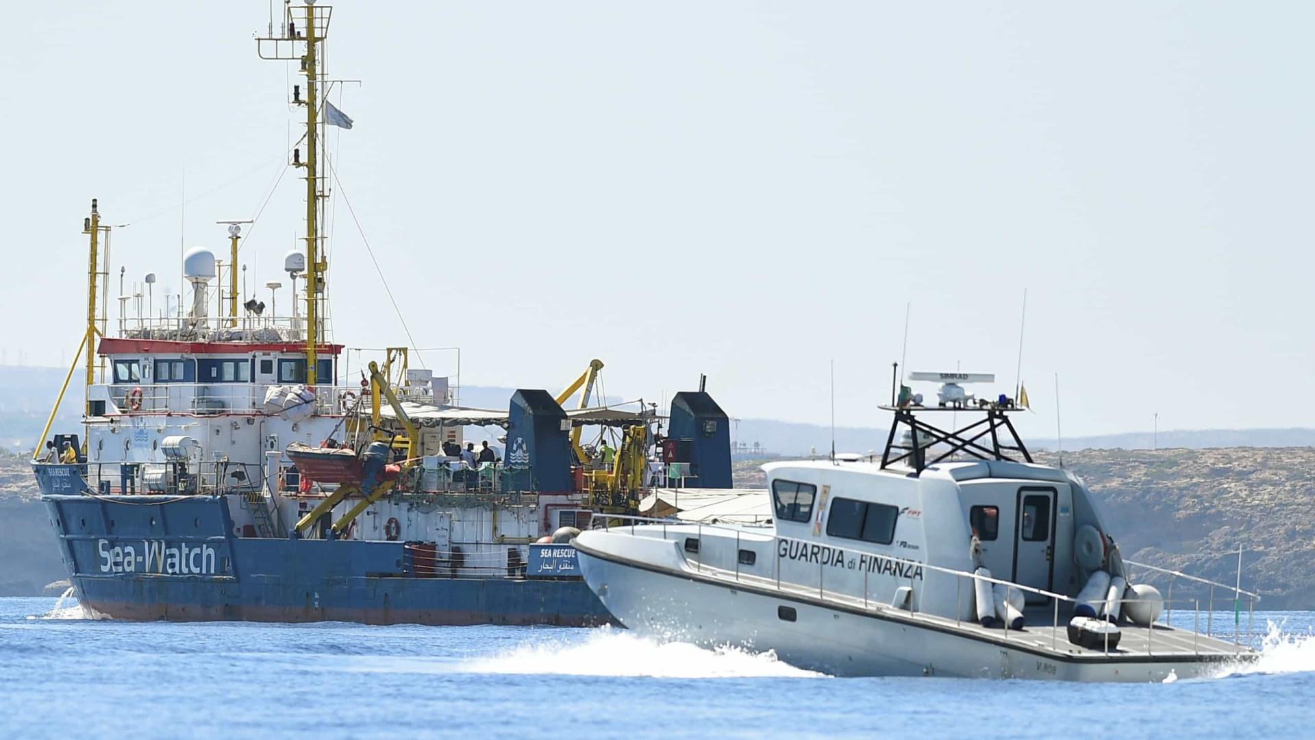 Navio com migrantes é impedido de entrar em ilha italiana