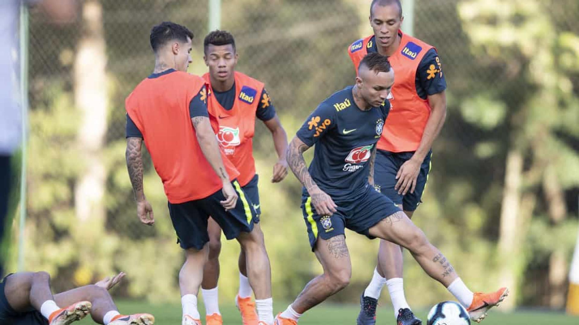 Seleção treina com todos convocados antes de duelo com Argentina