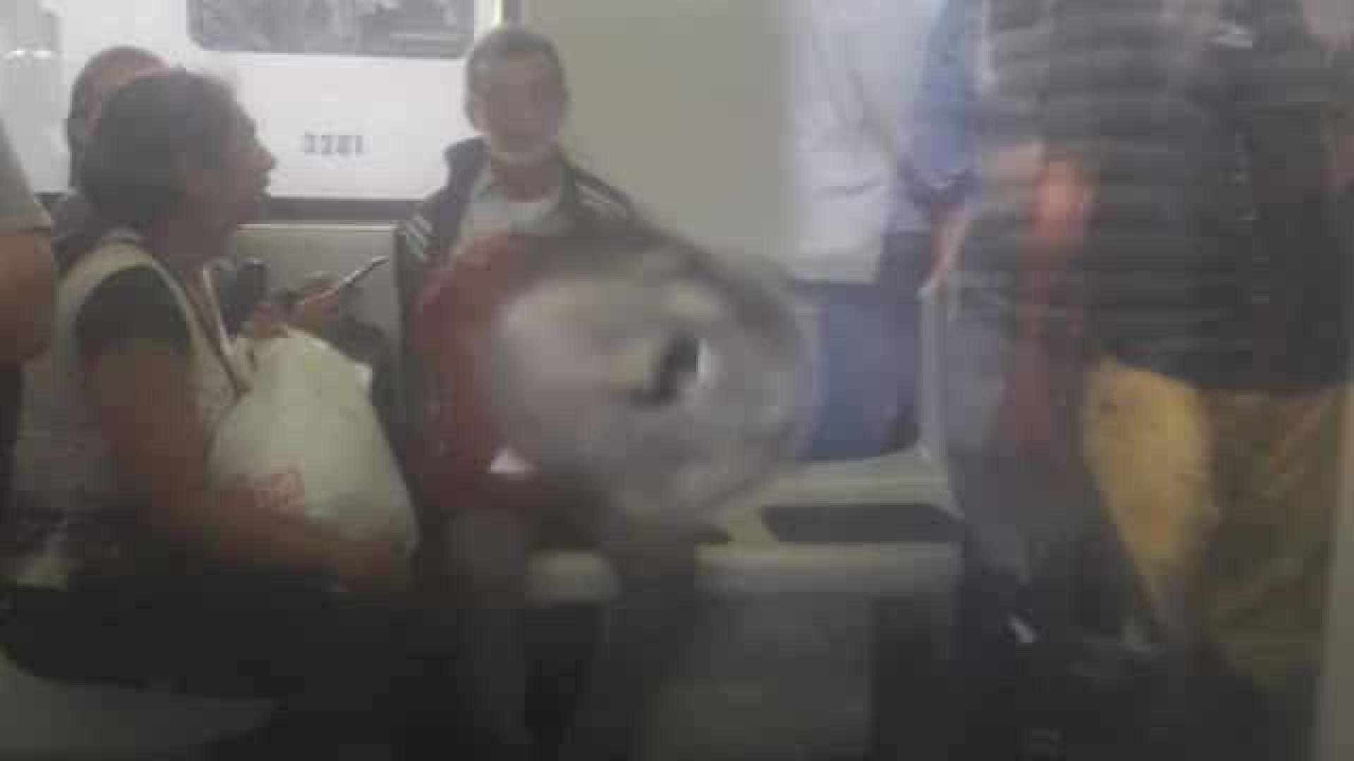 Policial agride vendedor e efetua disparo dentro de trem no Rio