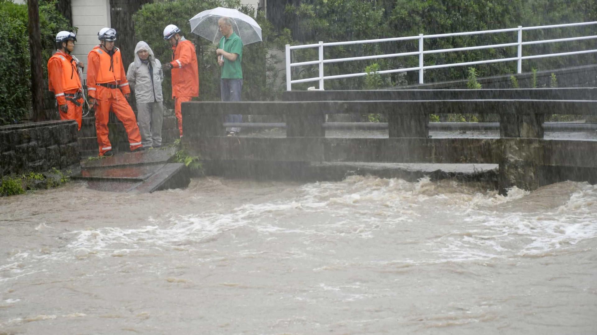 Japão ordena evacuação de 1 milhão de pessoas após fortes chuvas
