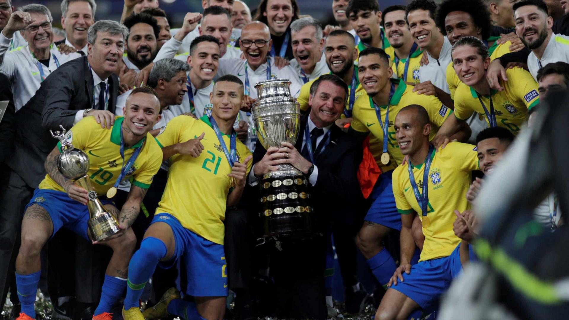 Bolsonaro tenta capitalizar título da seleção brasileira no Maracanã