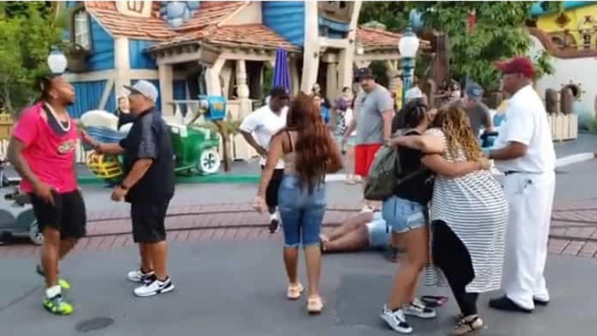 Família é presa após briga em parque da Disneyland e vídeo viraliza