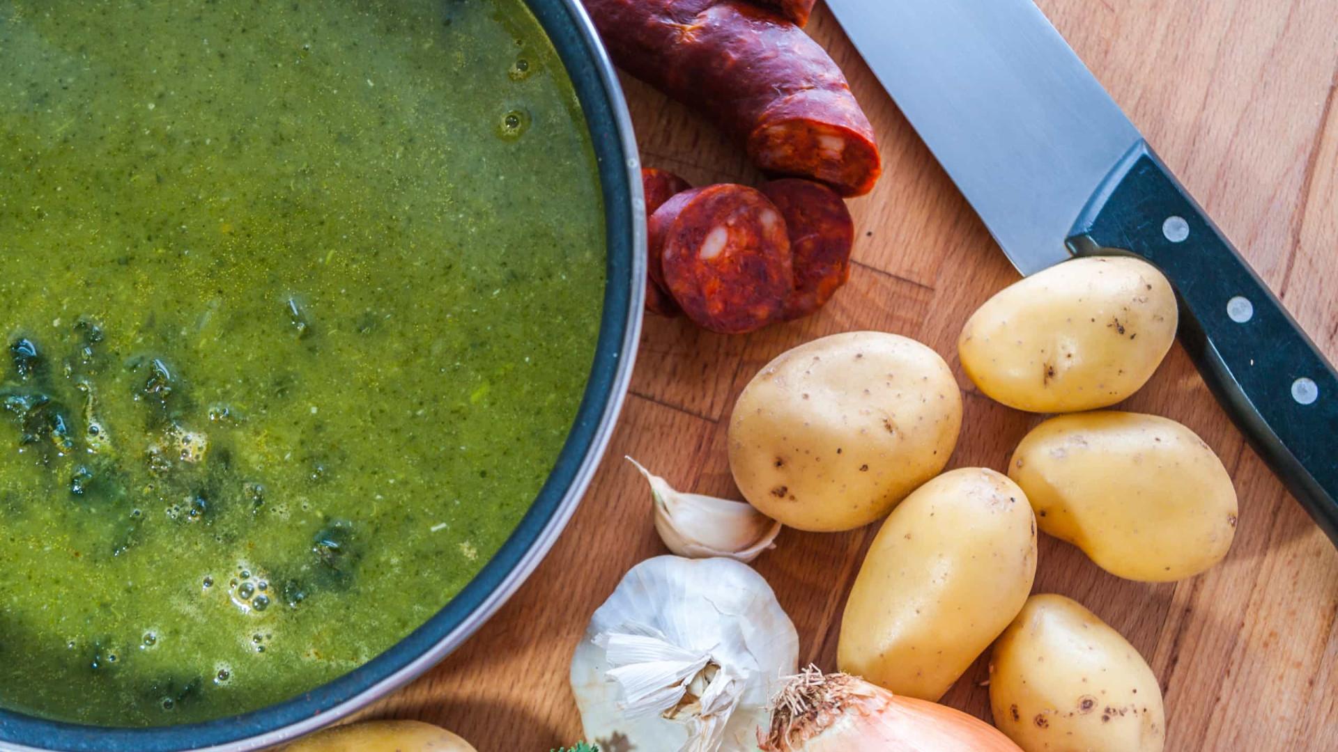 Aprenda a fazer receita de caldo verde detox e 'low carb'