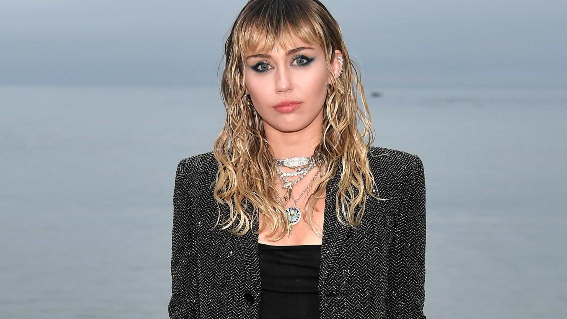 Miley Cyrus relata susto em avião que quase terminou em acidente