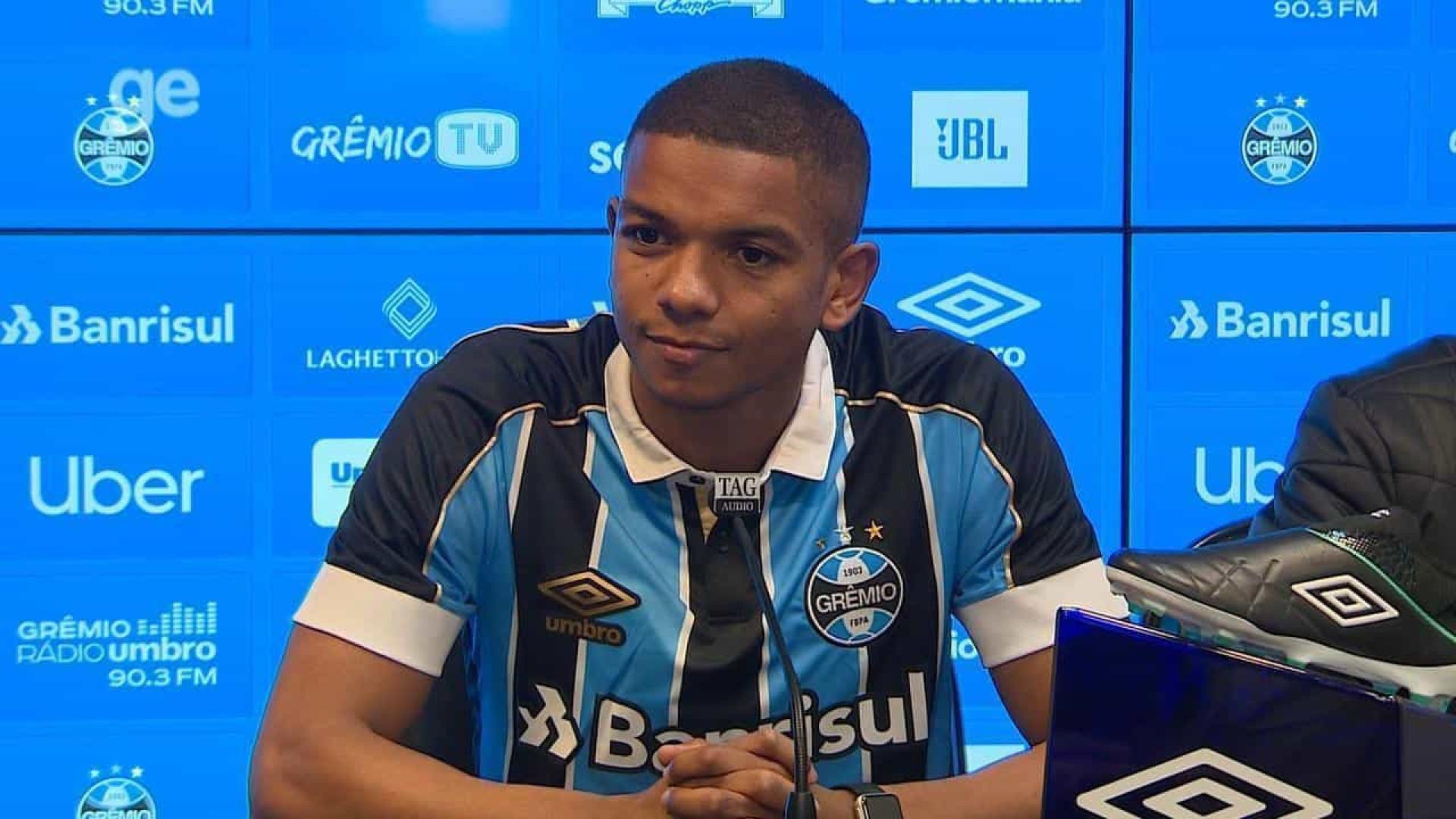 David Braz chega ao Grêmio e exalta 'concorrência boa' na defesa