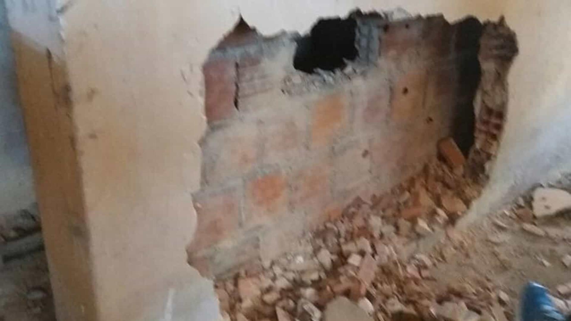 Homem mata mulher por R$ 50 e esconde corpo dentro de parede