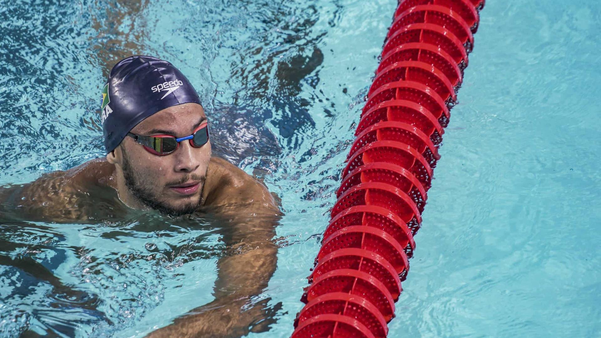 Youtuber, nadador de 18 anos será titular no 4 x 100 m do Brasil