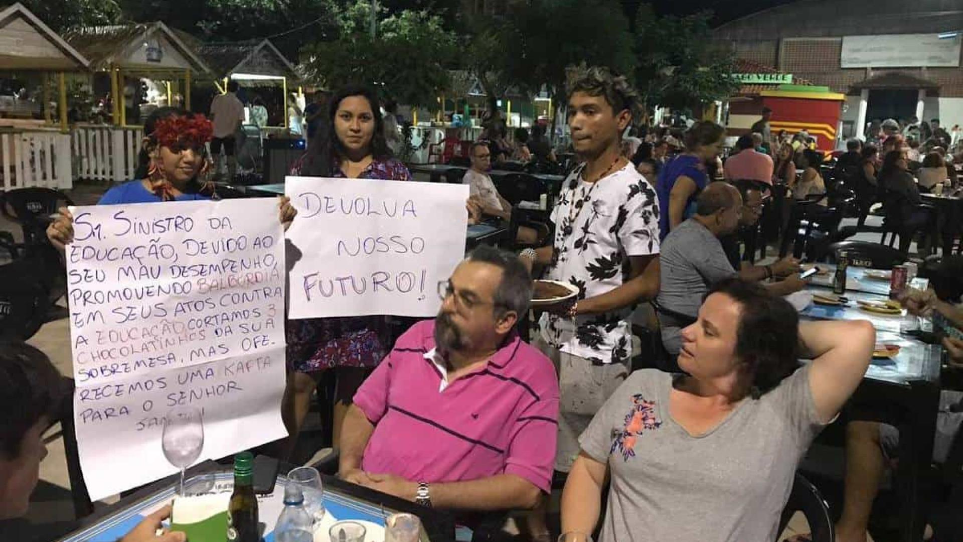 Duramente criticado, Ministro da Educação discute com jovens no Pará