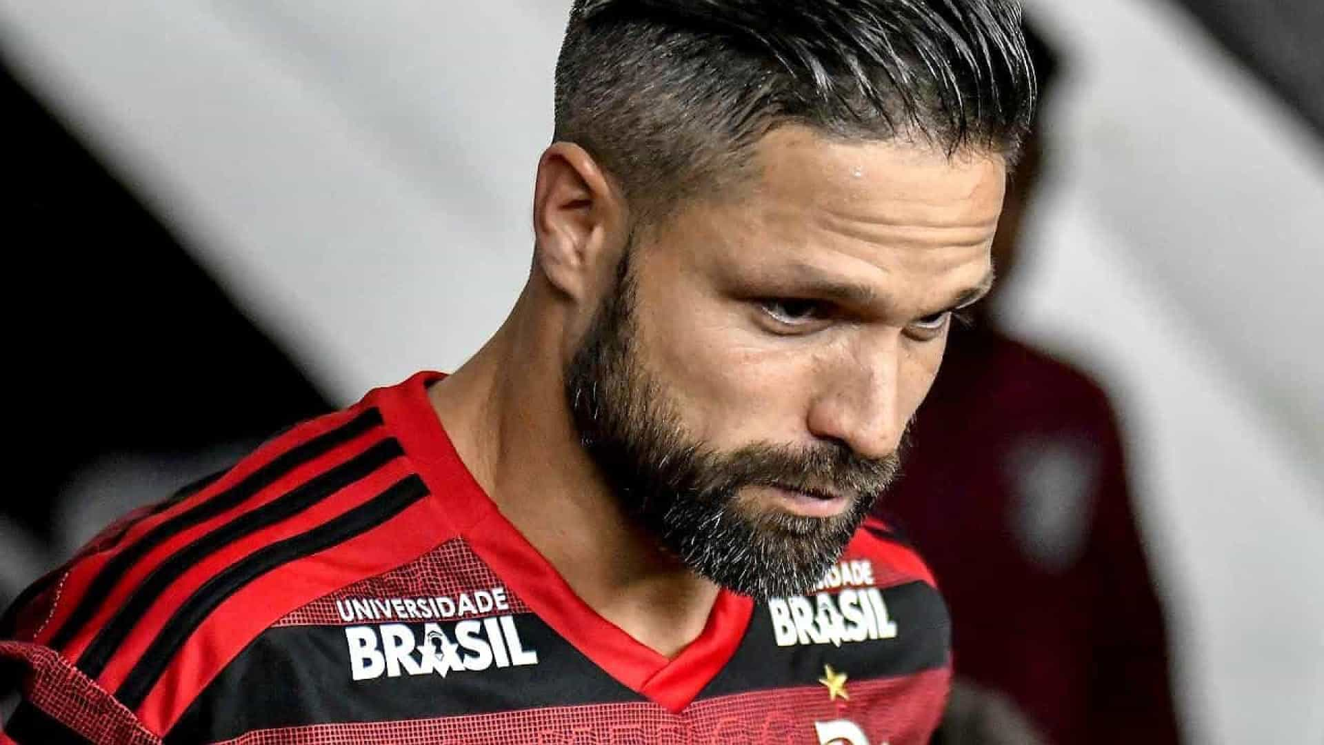 Diego sofre fratura no tornozelo e será operado na volta do Fla ao Rio