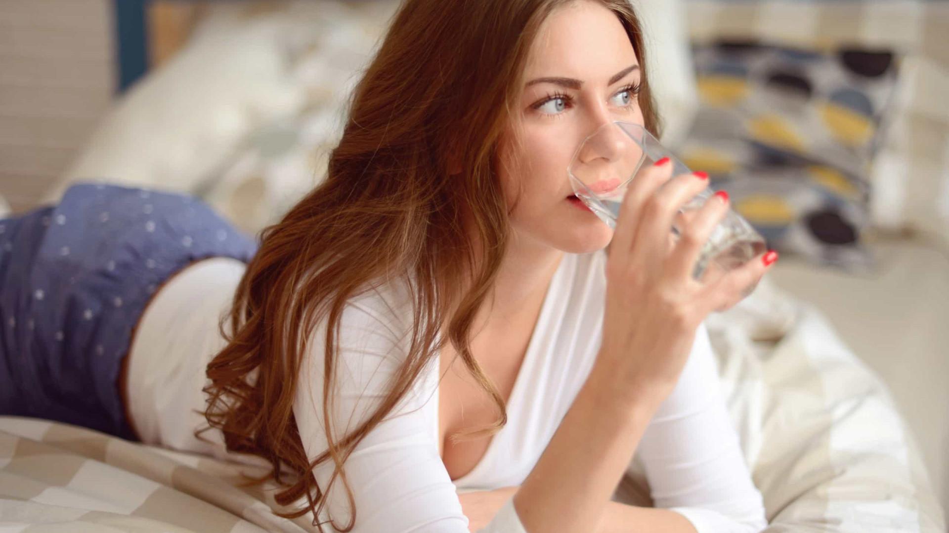 O que acontece ao corpo quando bebe água