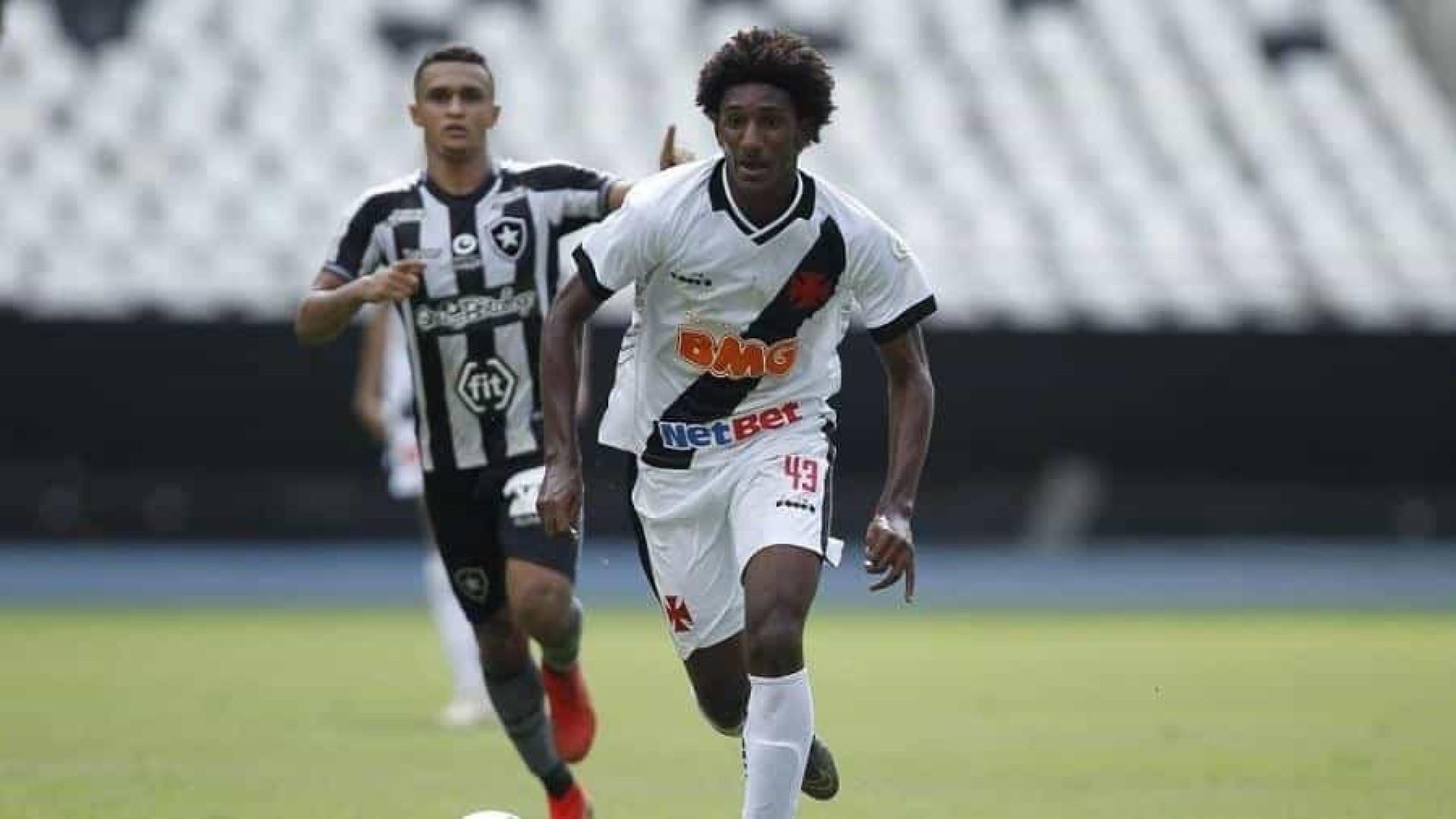 Promessa da seleção sub-17 vira xodó de Luxemburgo no Vasco