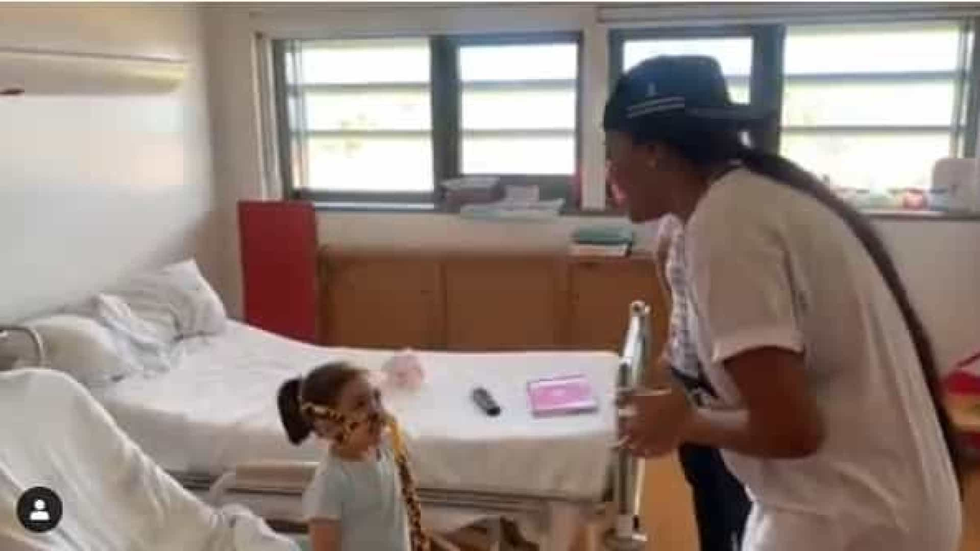 Ludmilla surpreende pequena fã internada no hospital em Portugal