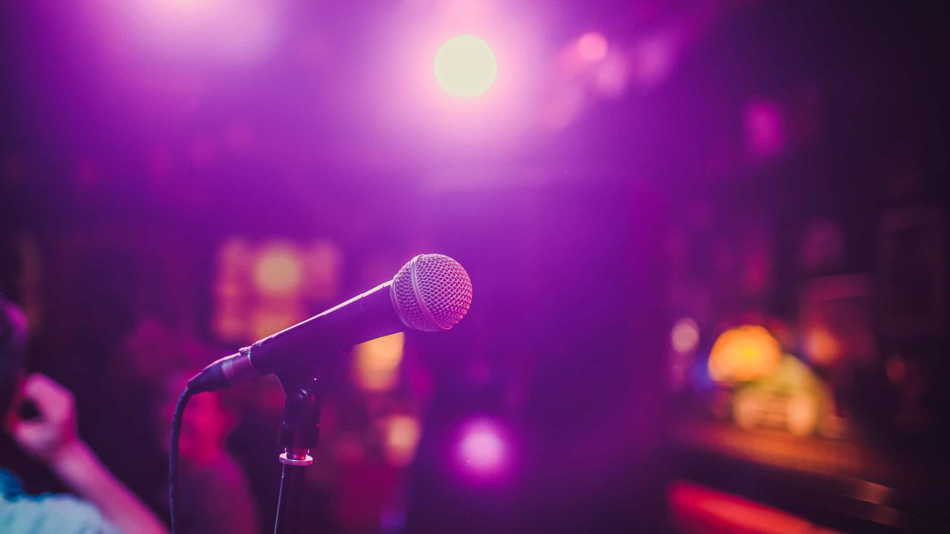 Maratona de karaoke deixou homem com pulmão em colapso