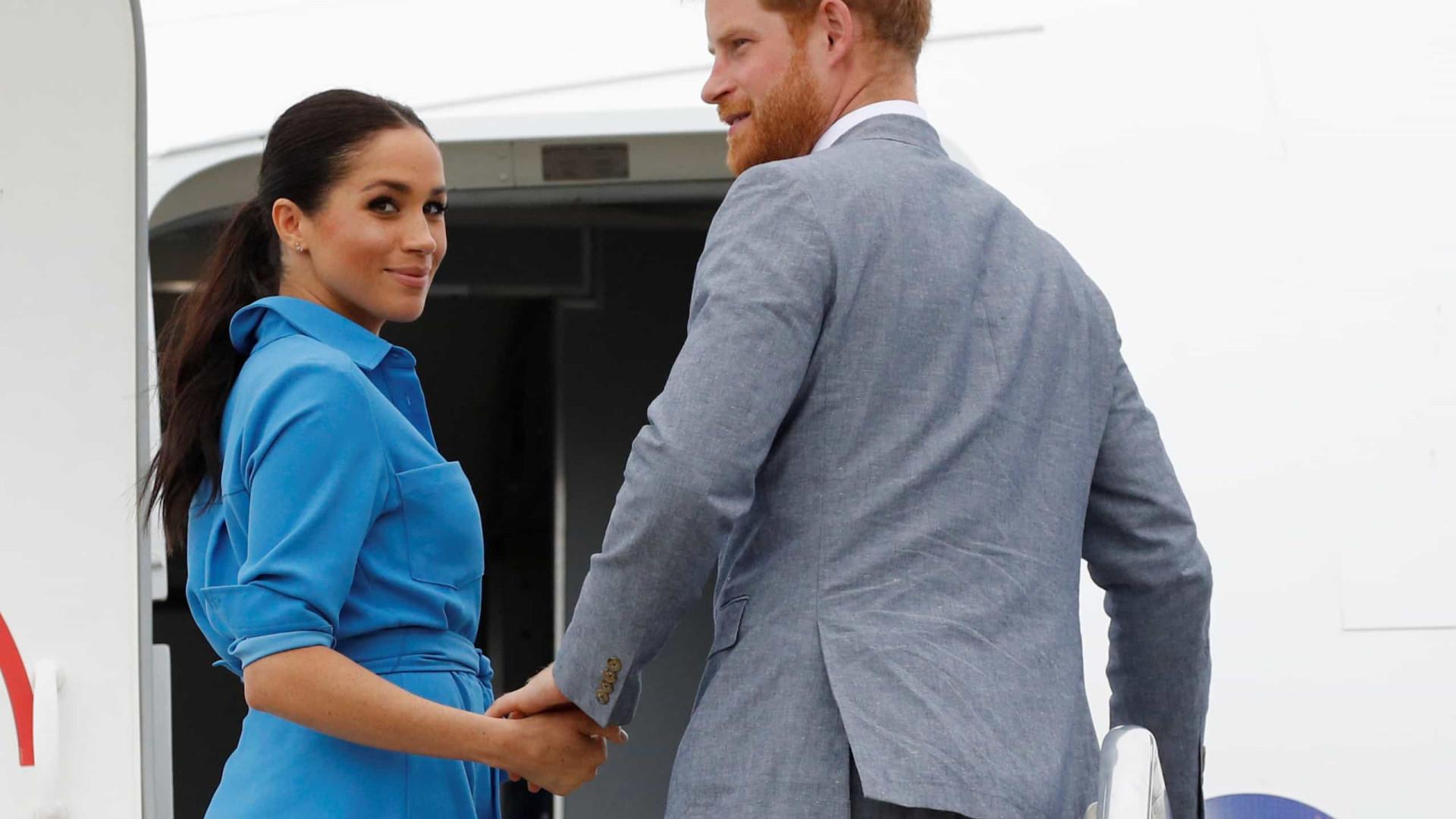 Príncipe Harry responde a críticas por viajar em avião privado