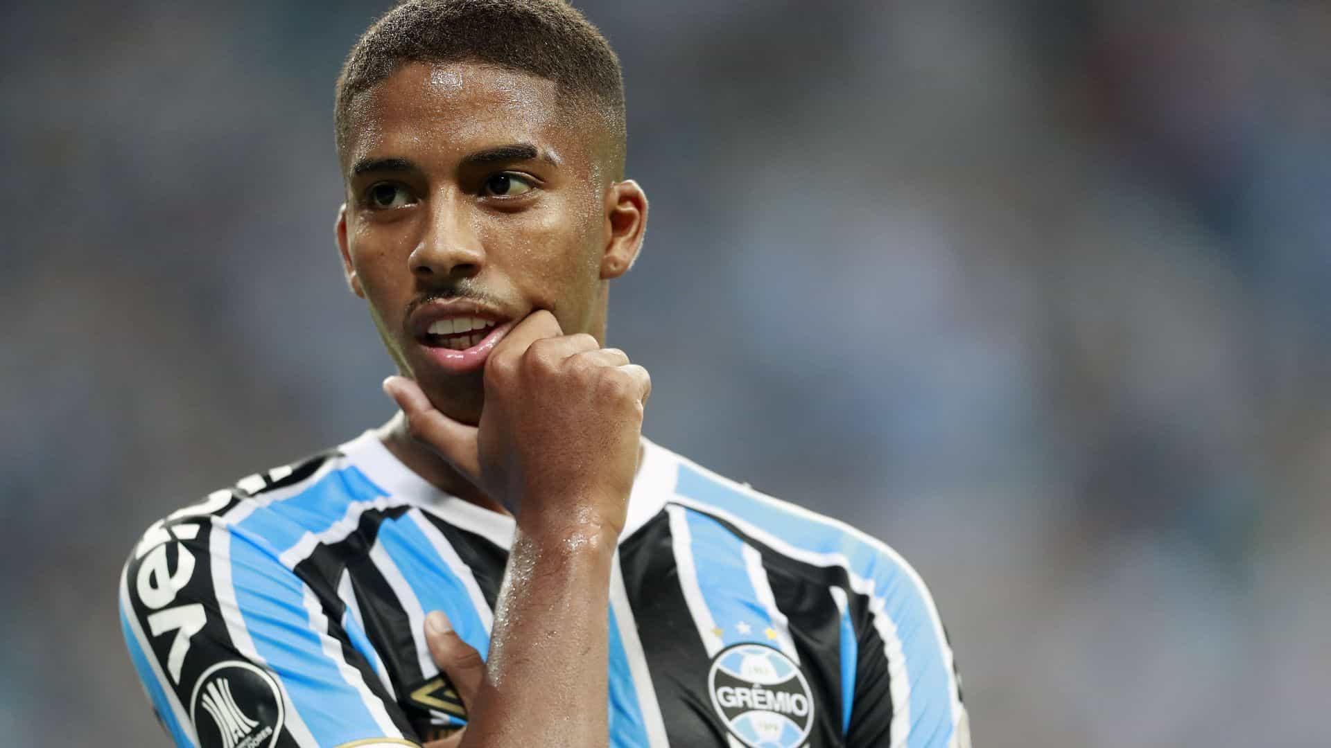 Grêmio renova com Jean Pyerre e fixa multa de mais de R$ 500 milhões