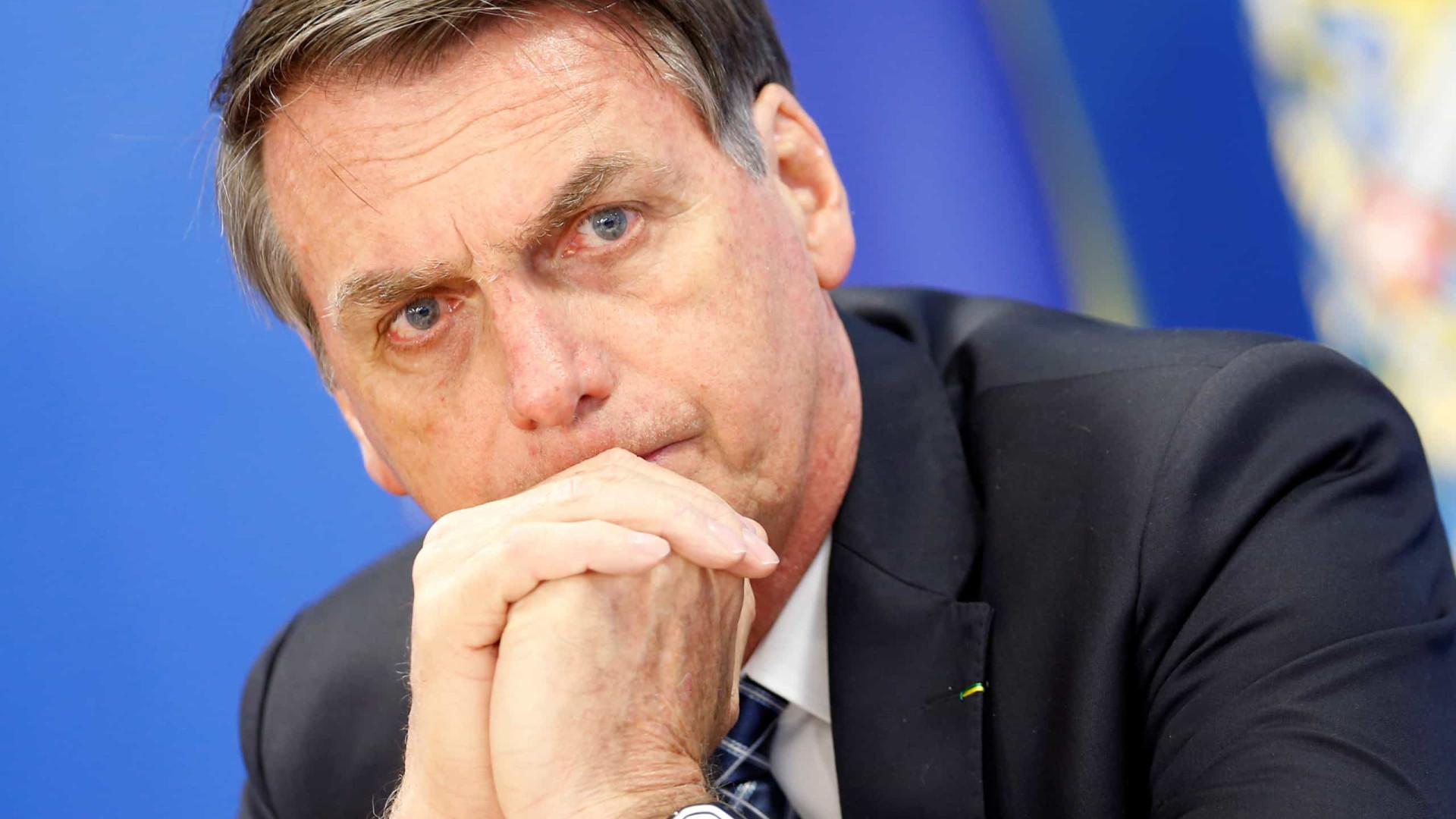 Bolsonaro diz estranhar suposto silêncio de ONGs sobre manchas de óleo