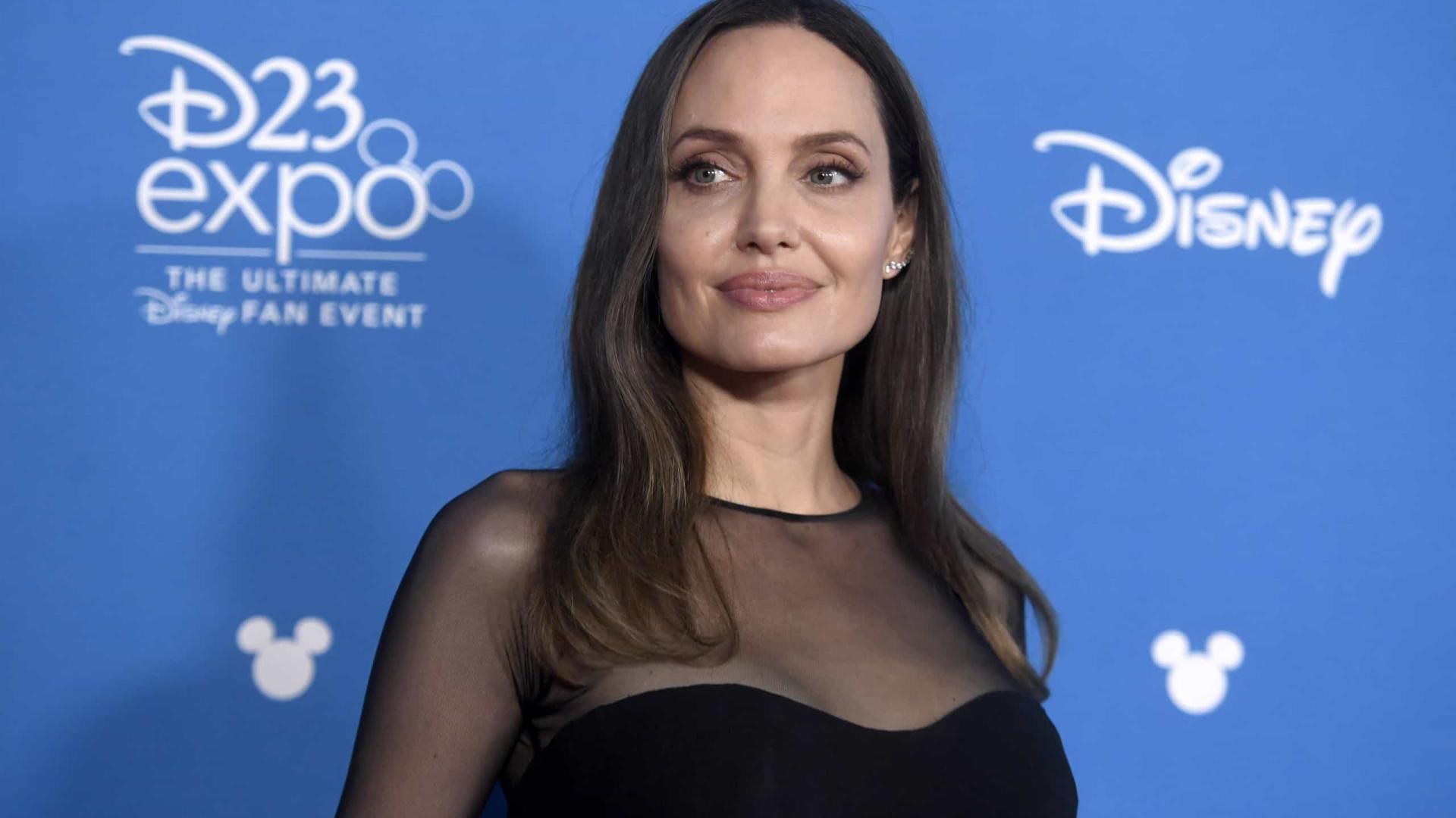 Angelina Jolie quer ensinar jovens a identificar notícias falsas