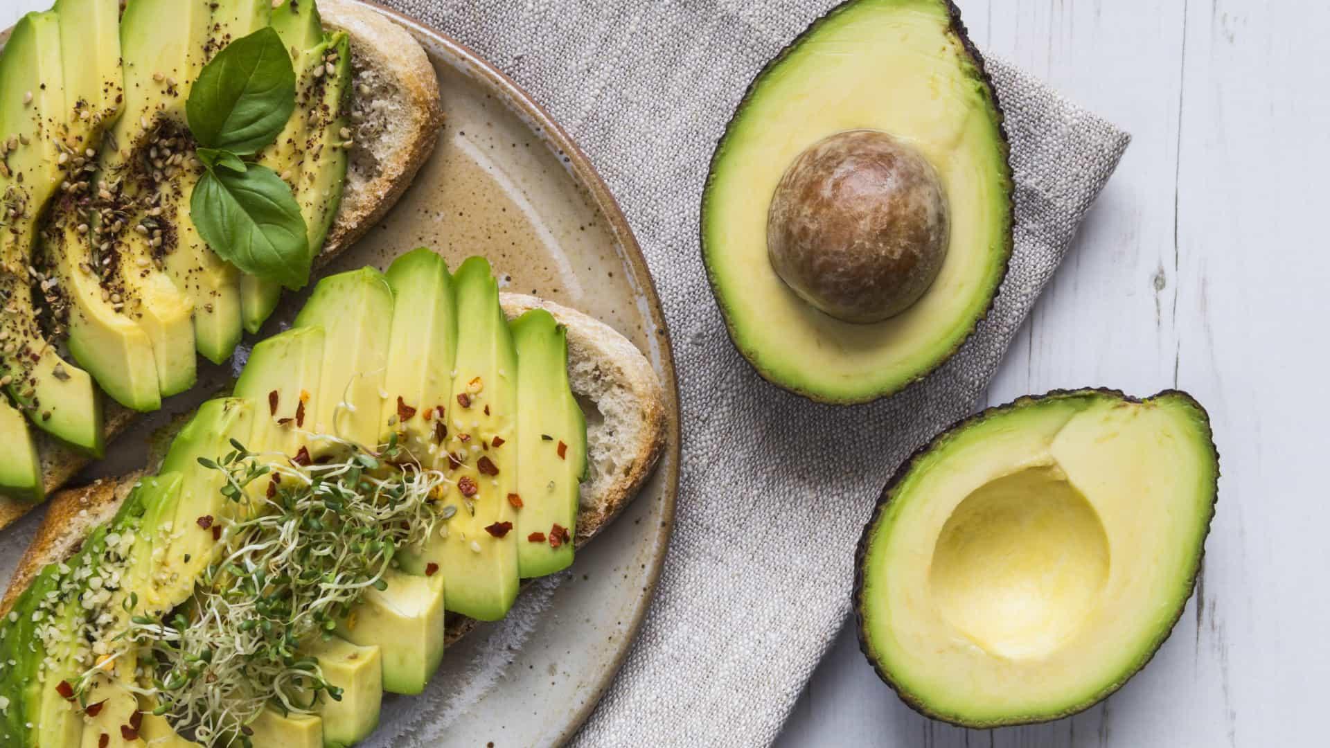 Superpoderes. Comer um abacate por dia faz bem ao seu corpo