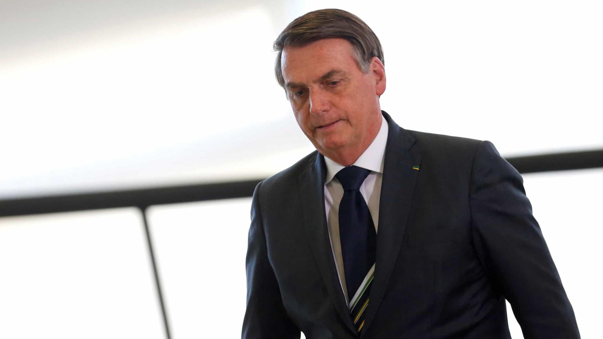 Ao combater medidas contra Covid-19, Bolsonaro se isola até de aliados