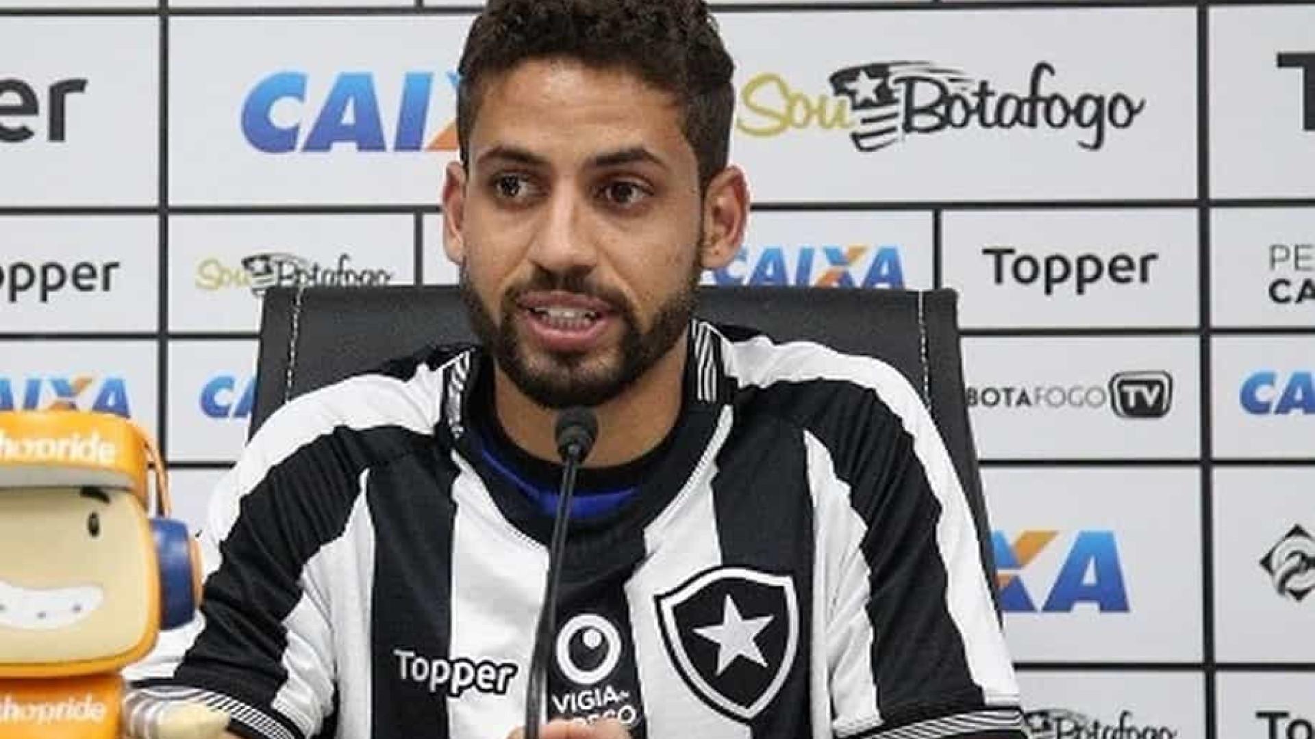 Gabriel cobra Botafogo após derrota: 'Trabalhar mais e falar menos'
